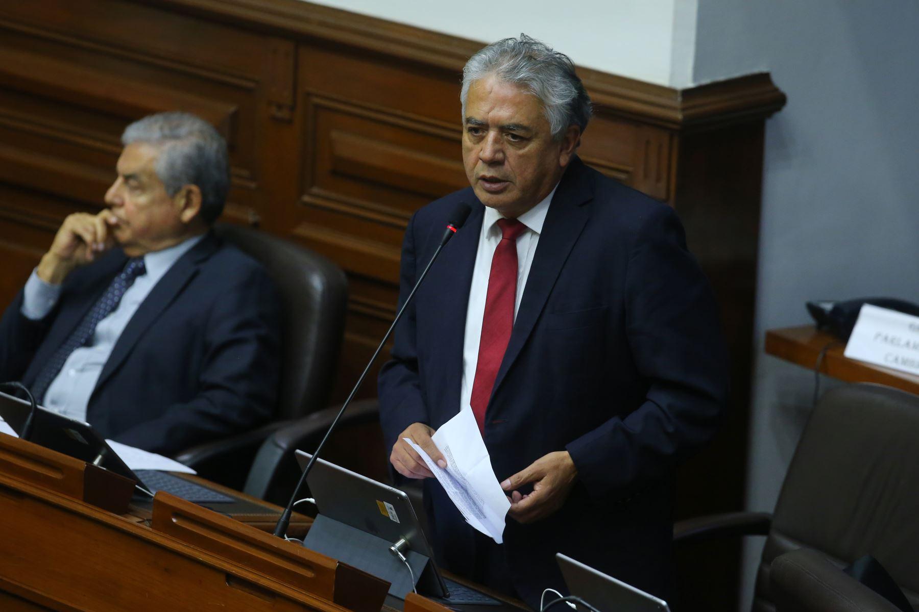 Congresista Ricardo Narváez  interviene en el debate sobre la cuestión de confianza en el Congreso de la República. Foto: ANDINA/Vidal Tarqui