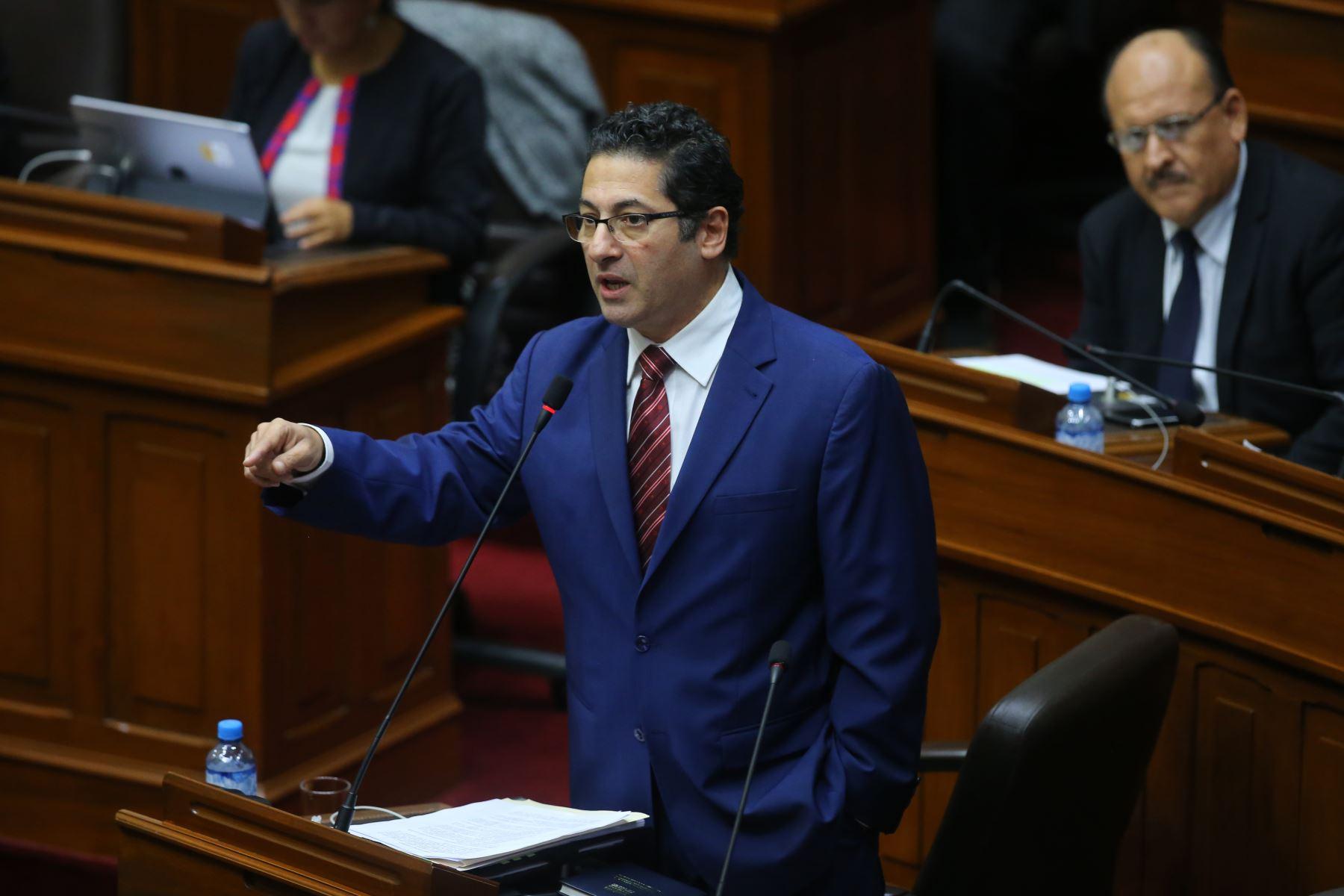Congresista Salvador Heresi interviene en el debate sobre la cuestión de confianza en el Congreso de la República. Foto: ANDINA/Vidal Tarqui
