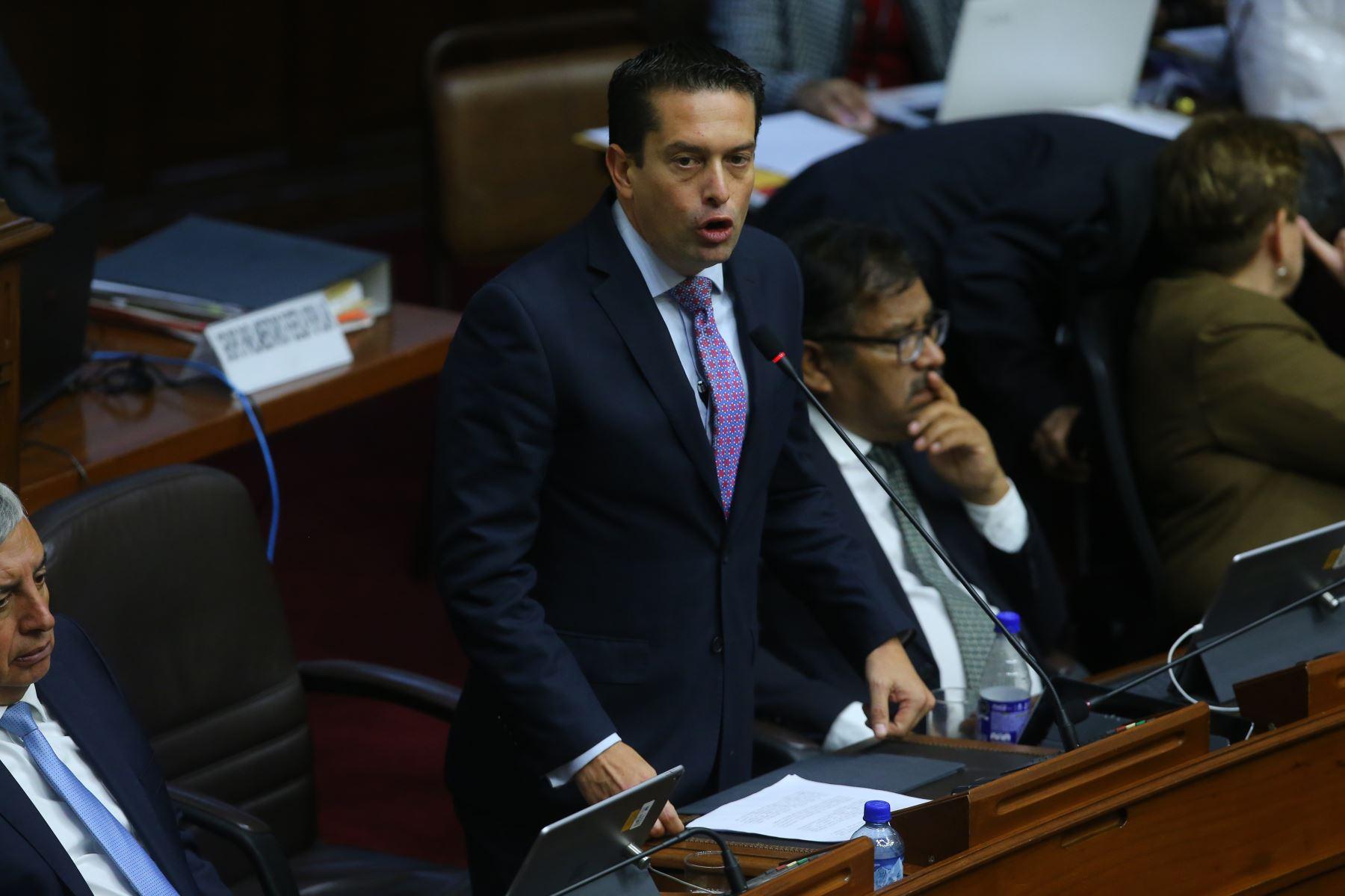 Congresista Miguel Torres interviene en el debate sobre la cuestión de confianza en el Congreso de la República. Foto: ANDINA/Vidal Tarqui