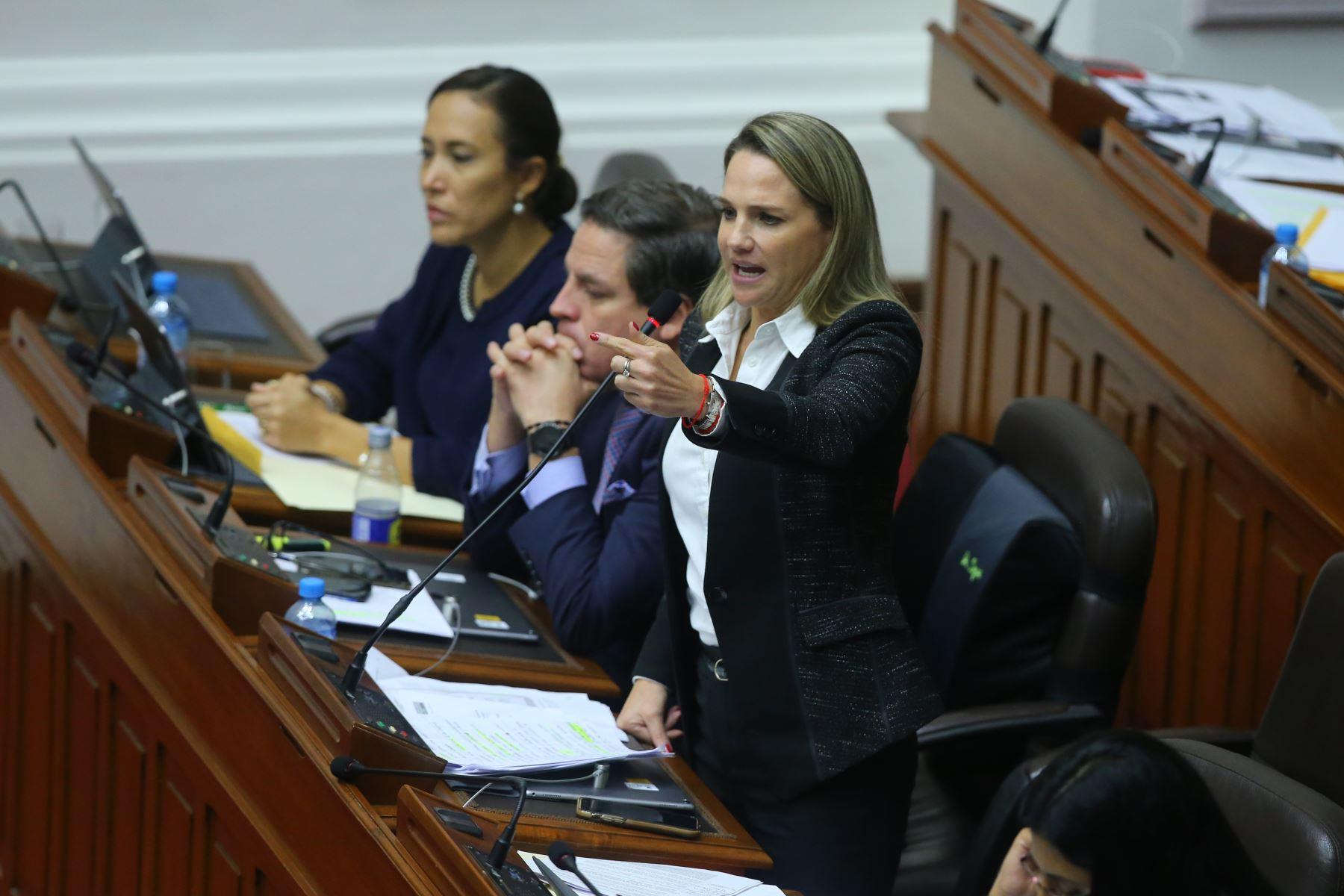 Congresista Luciana León  interviene en el debate sobre la cuestión de confianza en el Congreso de la República. Foto: ANDINA/Vidal Tarqui