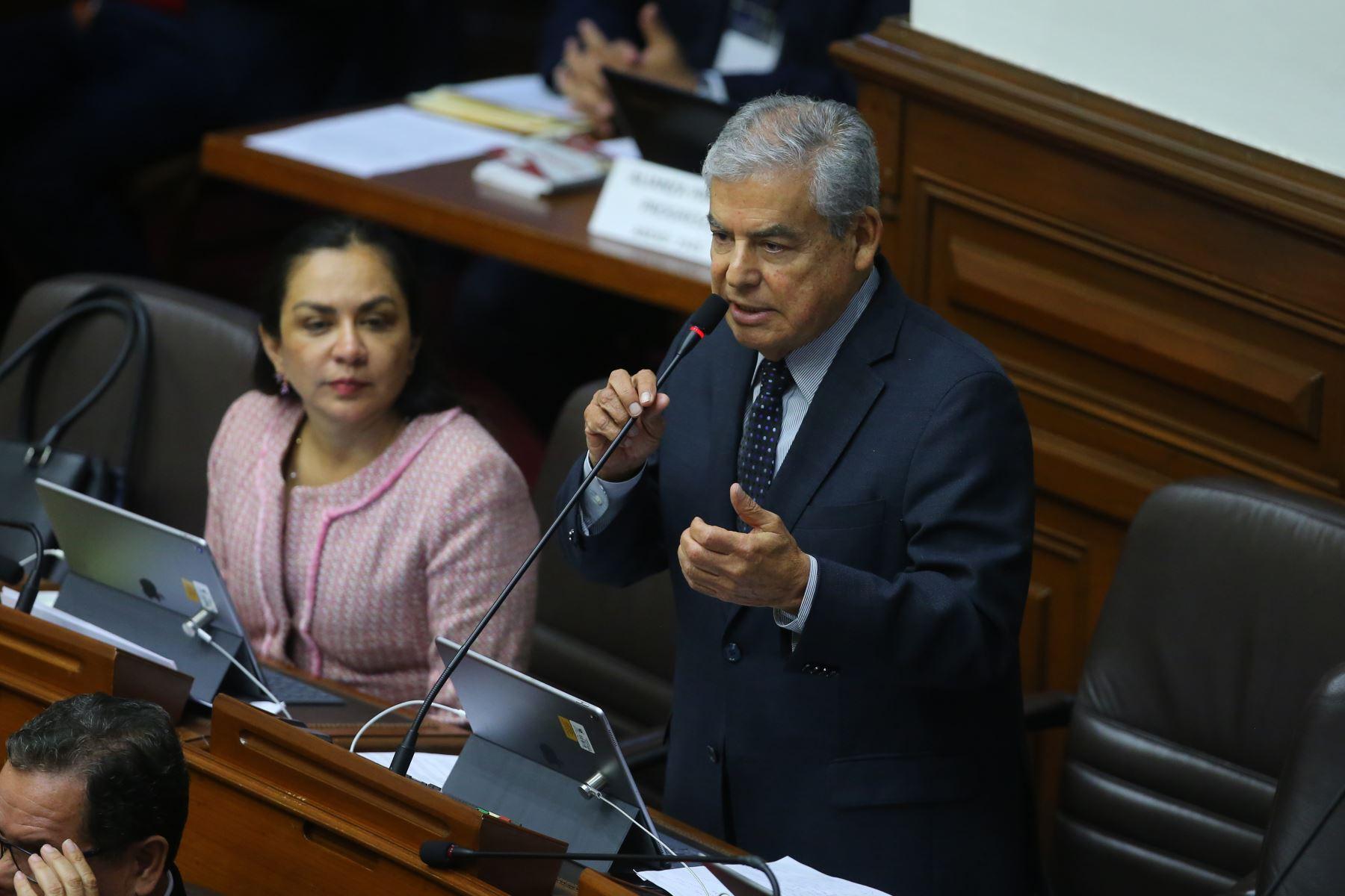 Congresista Cesar Villanueva interviene en el debate sobre la cuestión de confianza en el Congreso de la República. Foto: ANDINA/Vidal Tarqui