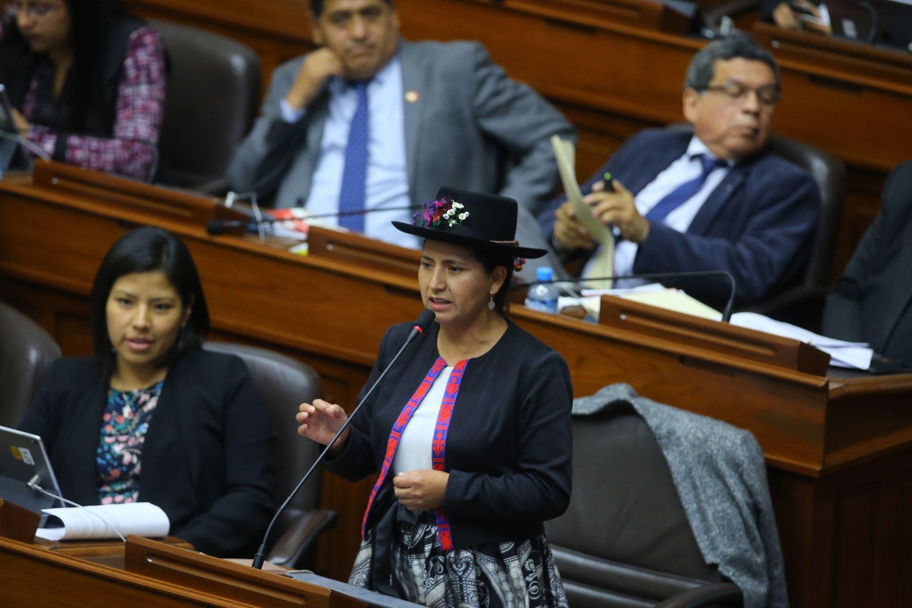 Congresista Tania Pariona interviene en el debate sobre la cuestión de confianza en el Congreso de la República. Foto: ANDINA/Vidal Tarqui