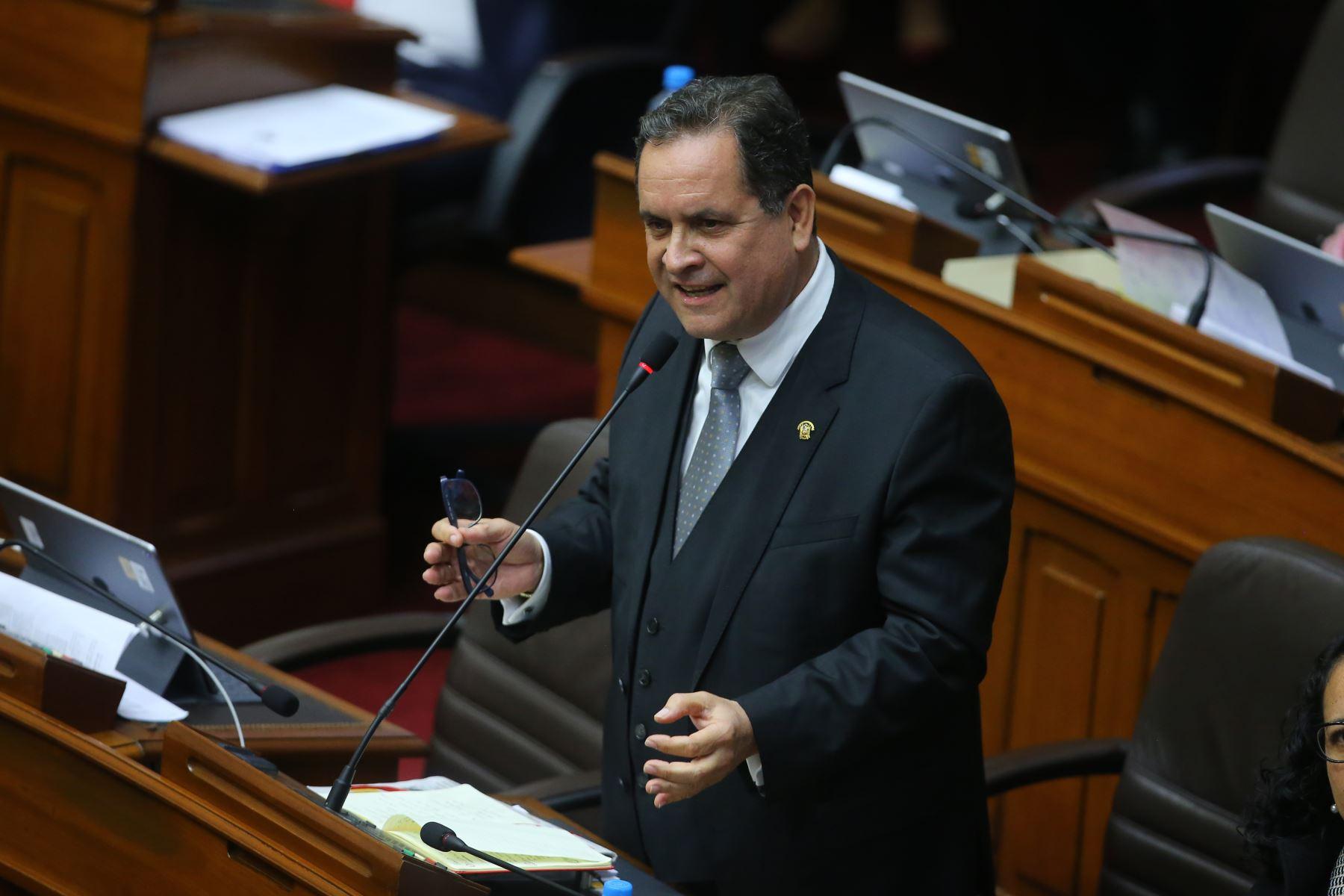 Congresista Luis Iberico interviene en el debate sobre la cuestión de confianza en el Congreso de la República. Foto: ANDINA/Vidal Tarqui