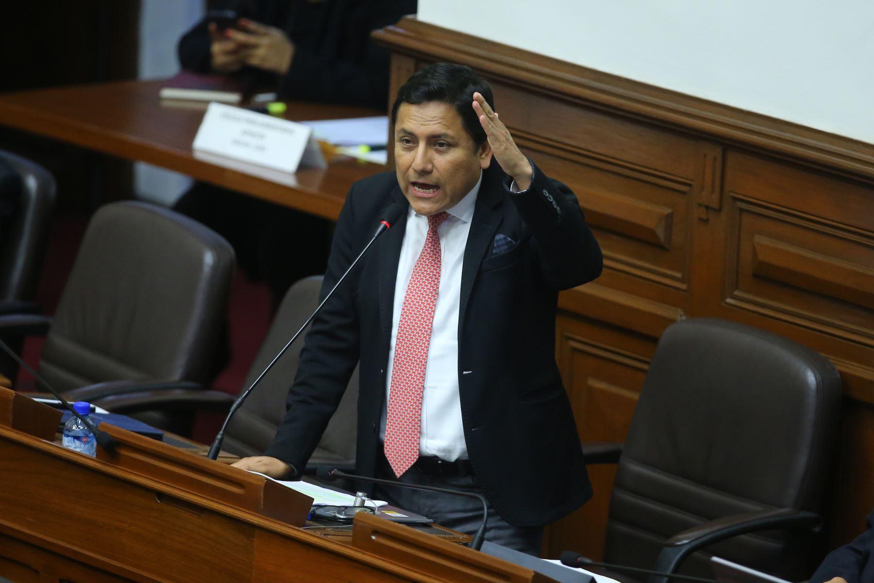 Congresista Elias Rodriguez  interviene en el debate sobre la cuestión de confianza en el Congreso de la República. Foto: ANDINA/Vidal Tarqui