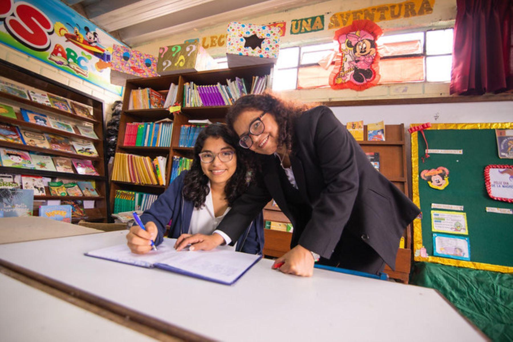 La vida de Diana Sologuren y Cecilia Rodríguez se divide en un antes y después tras la Beca Hijos de Docentes. Foto: ANDINA/Pronabec