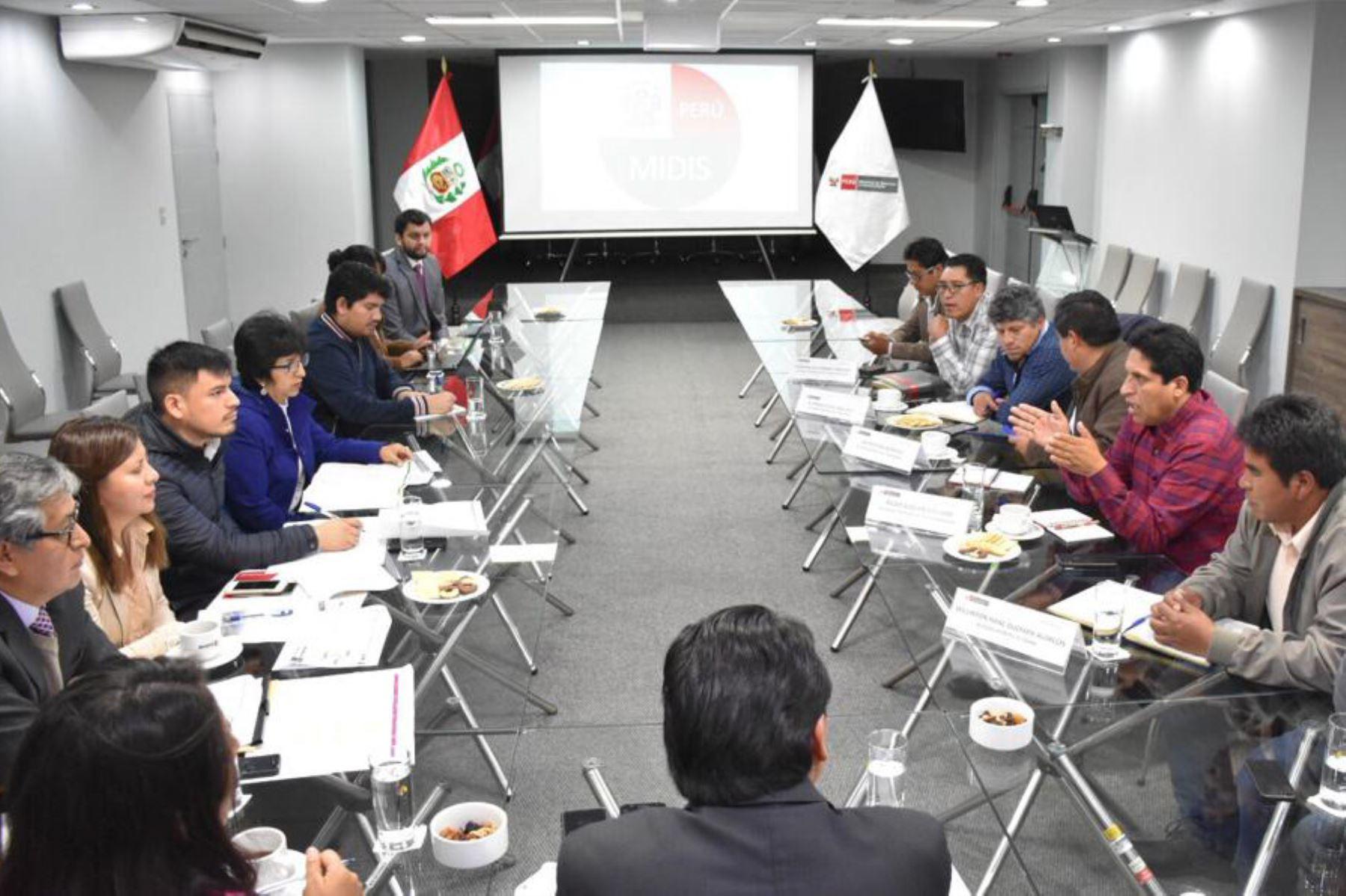 Funcionarios de varios sectores y de la PCM participaron esta semana en reuniones en Lima con los alcaldes de Cotabambas (Apurímac).