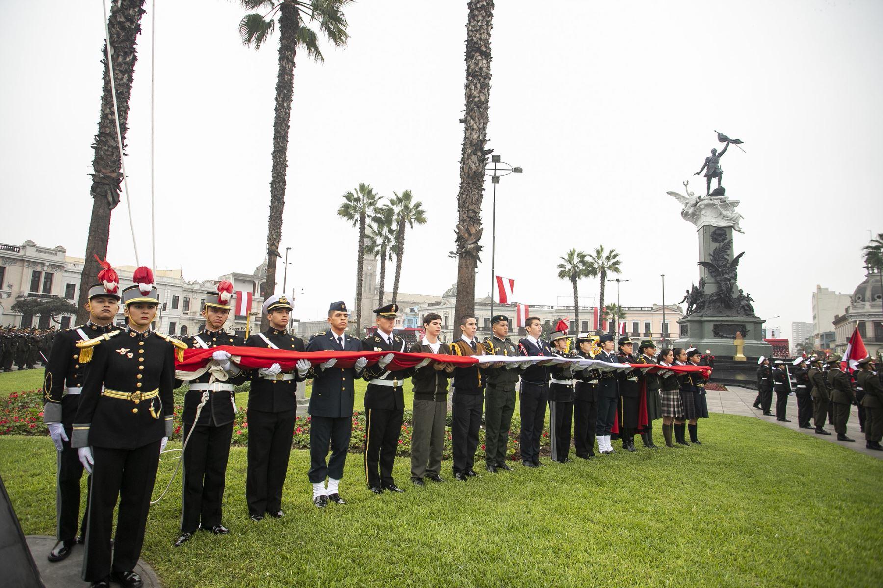 Jefe de Estado, Martín Vizcarra, preside ceremonia por el 139 Aniversario de la Batalla de Arica y Renovación del Juramento de Fidelidad a la Bandera. Foto: ANDINA/Prensa Presidencia