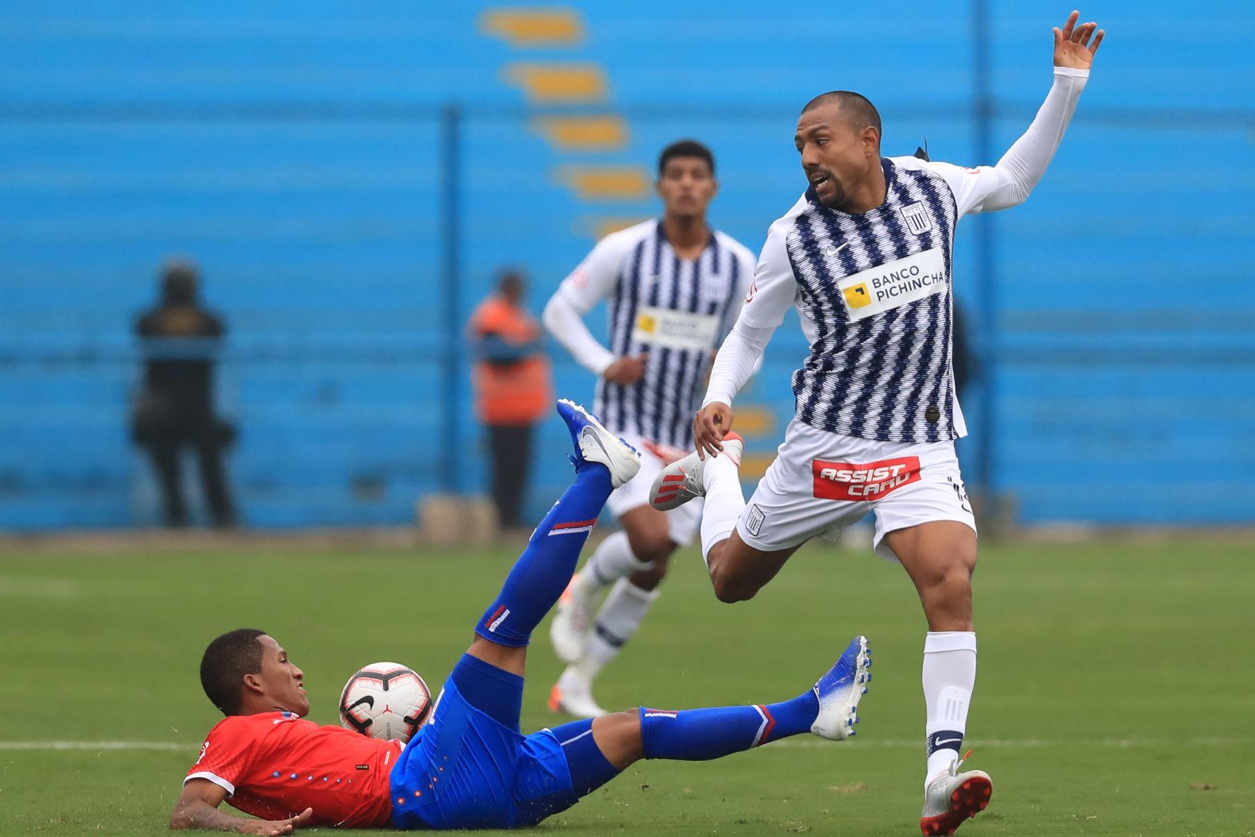 Luis Alberto Ramírez de Alianza. Alianza Lima empató 1-1 ante Unión Comercio   Foto: ANDINA/Juan Carlos Guzmán Negrini.