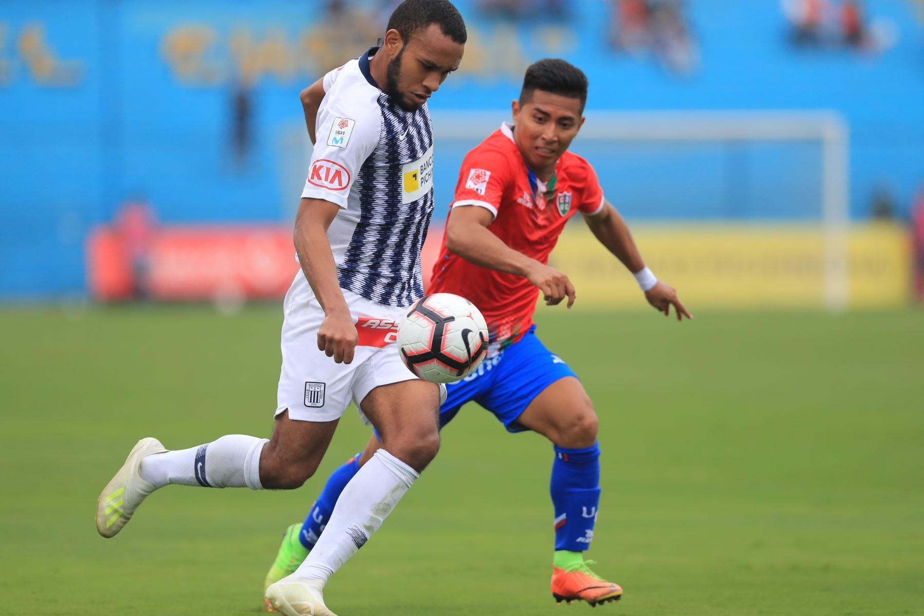 Jugador de Alianza Lima Aldair Salazar . Alianza Lima empató 1-1 ante Unión Comercio   Foto: ANDINA/Juan Carlos Guzmán Negrini.