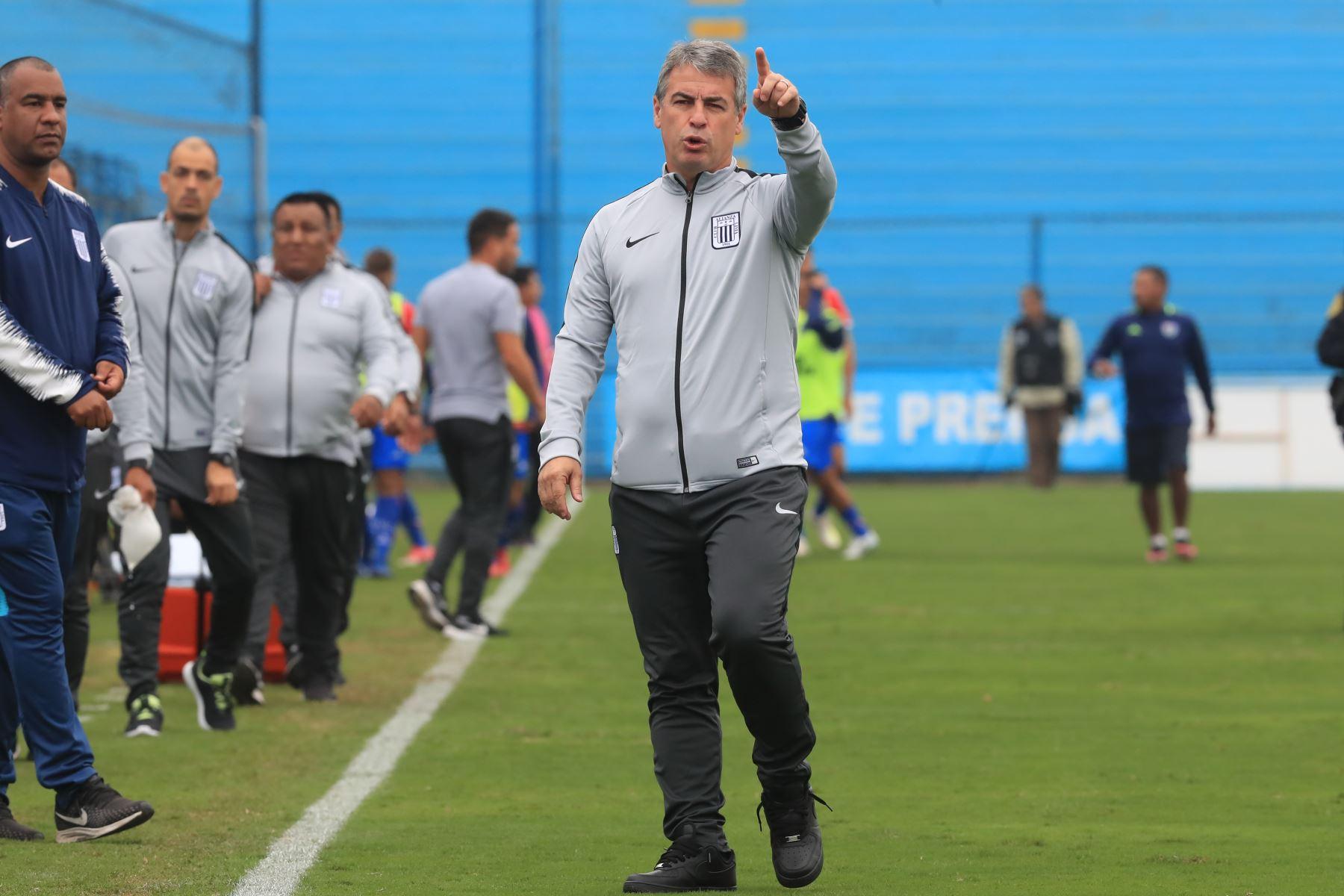 Pablo Bengochea entrenador de Alianza Lima. Partido disputado en Lima donde Alianza Lima empató 1-1 ante Unión Comercio.  Foto: ANDINA/Juan Carlos Guzmán Negrini.