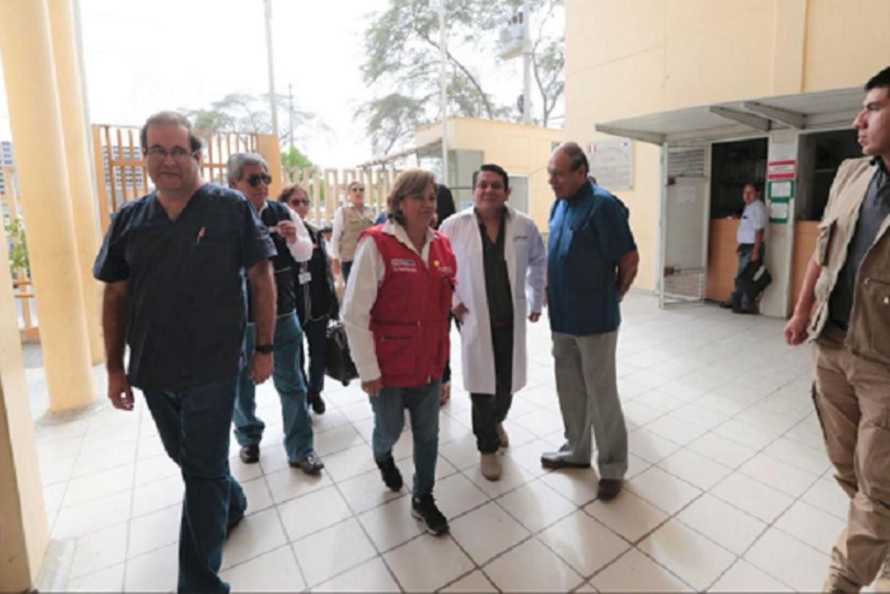 La ministra de Salud, Zulema Tomás, verificó en la región Piura la situación de los pacientes con probable Síndrome de Guillian Barré, y como parte de su itinerario visitó los hospitales Santa Rosa, el de Sullana y Cayetano Heredia de EsSalud;habiéndose reportado un total de 25 casos sospechosos de esta enfermedad.