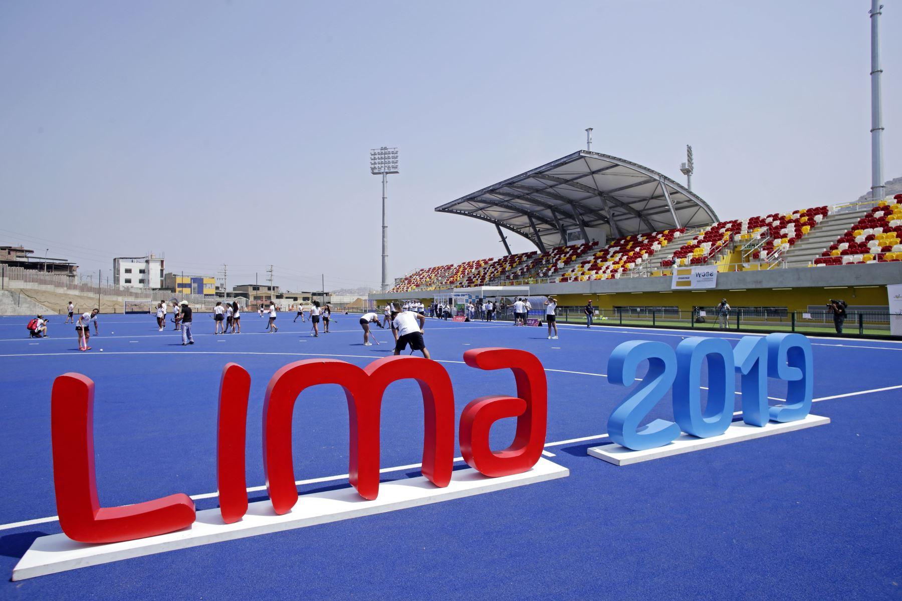 Estadio de Hockey en Villa María del Triunfo. Foto:AFP