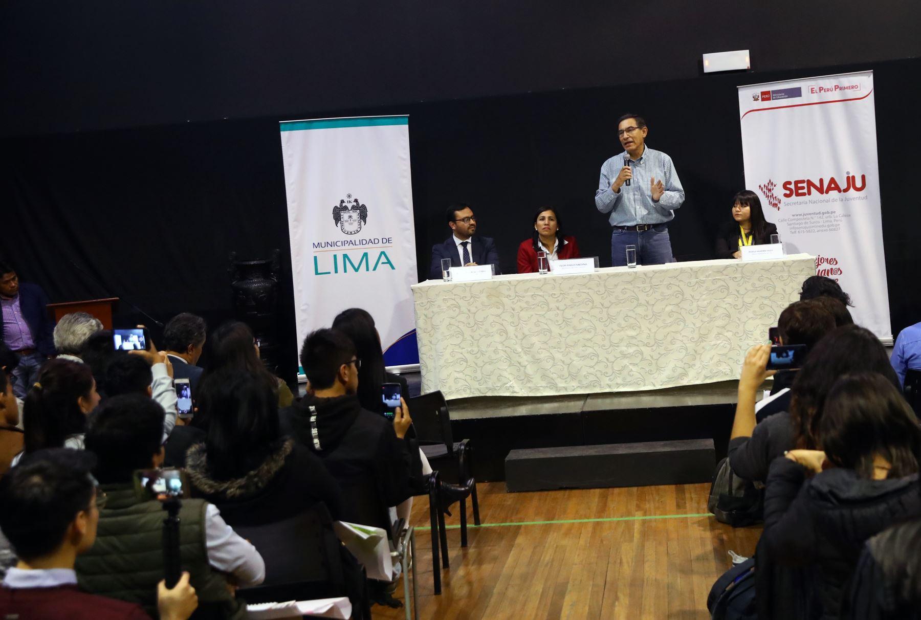 Presidente Martin Vizcarra se reunio con 120 jóvenes líderes de Lima Metropolitana quienes darán a conocer los problemas sociales y económicos Foto: ANDINA/Norman Córdova