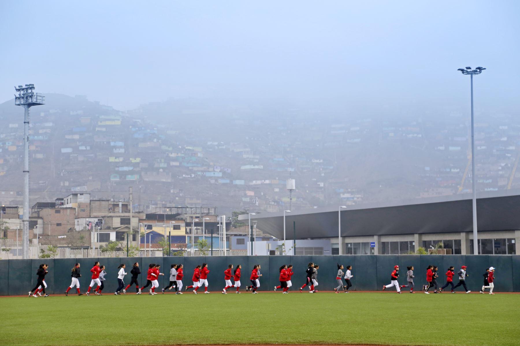 Niños de Villa María del Triunfo disfrutaron de una clase maestra de Softbol. Foto:Lima 2019