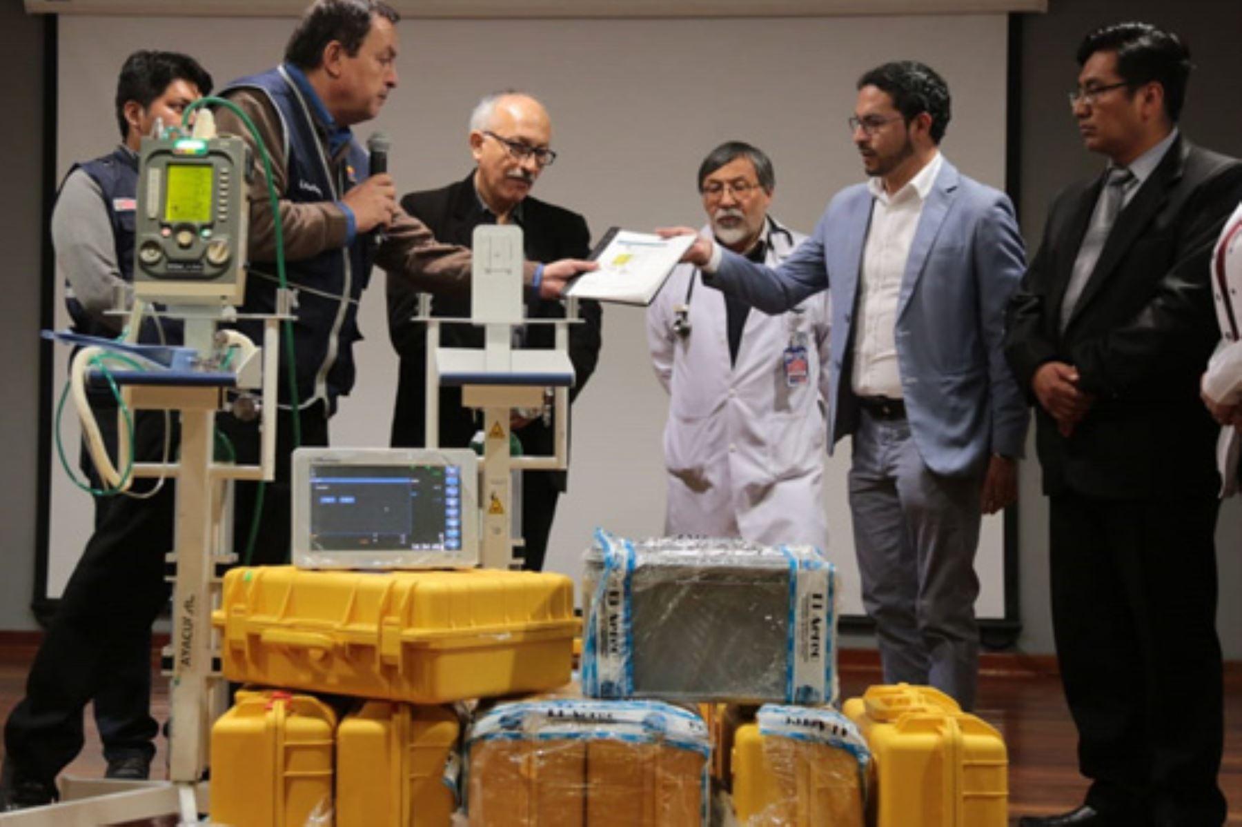 Ministerio de Salud entrega equipos para reforzar atención a pacientes afectados por síndrome Guillain Barré.