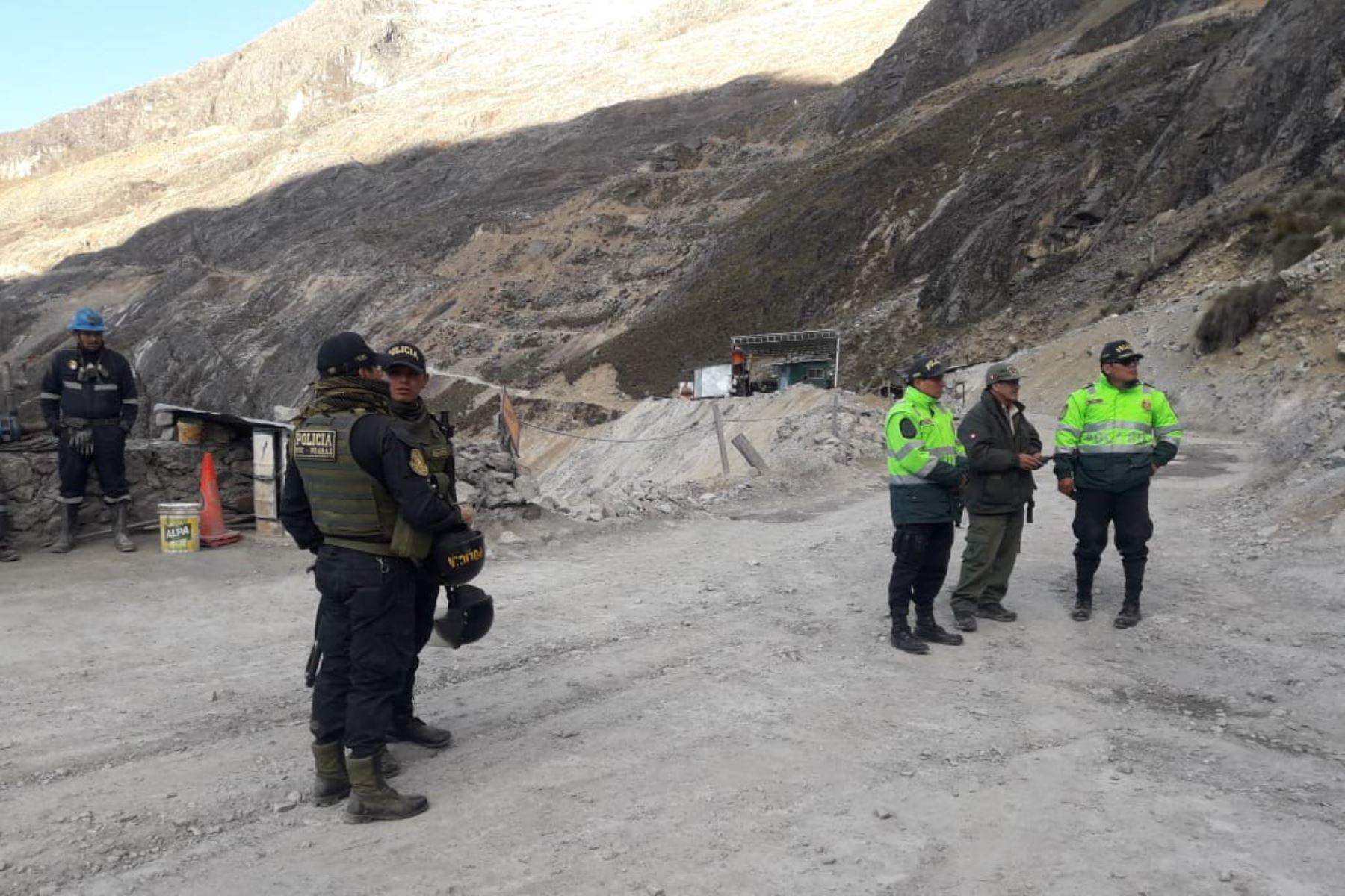 Policía destruye campamento minero instalado dentro del Parque Nacional Huascarán, en Áncash. ANDINA/Difusión