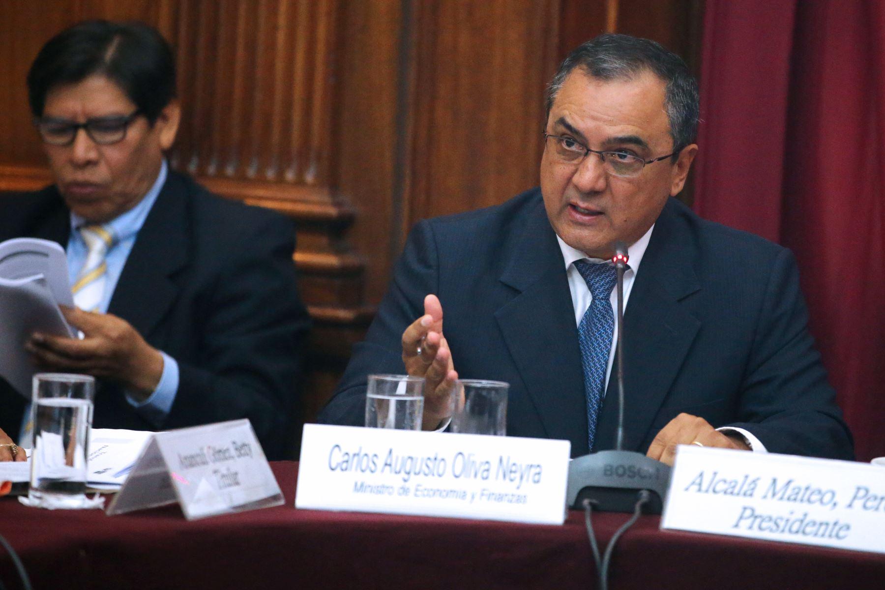 Ministro de Economía y Finanzas, Carlos Oliva. ANDINA/Vidal Tarqui