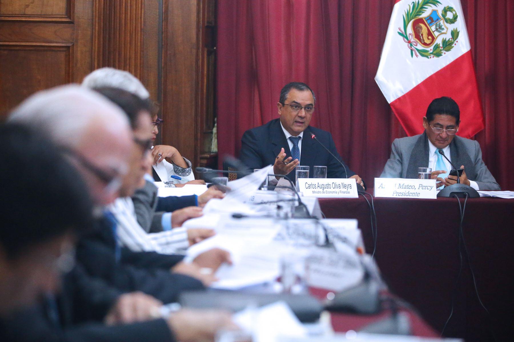 El Ministro de Economía y Finanzas, Carlos Augusto Oliva, se presenta en el Congreso. Foto: ANDINA/Vidal Tarqui