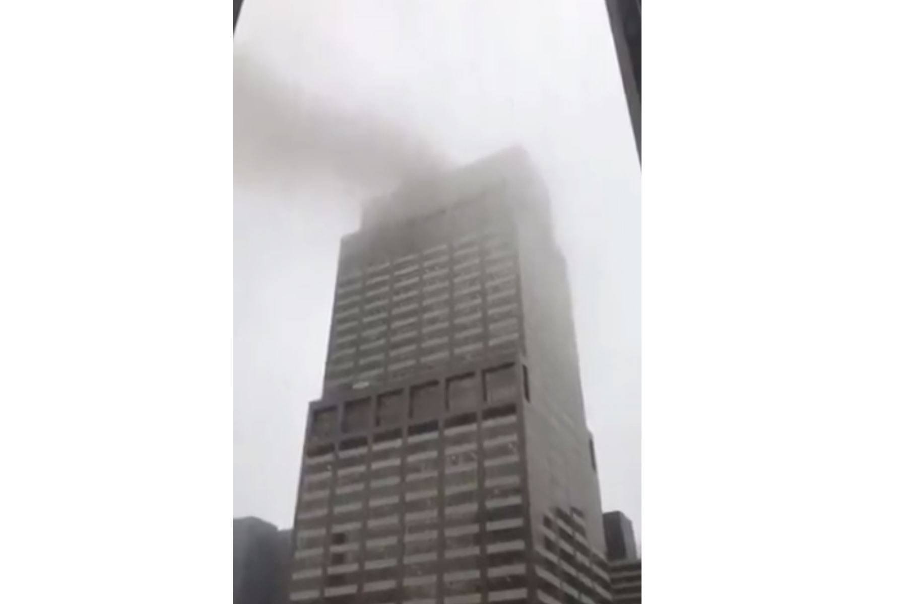 Un muerto tras estrellarse helicóptero en Manhattan. Foto: Captura TV