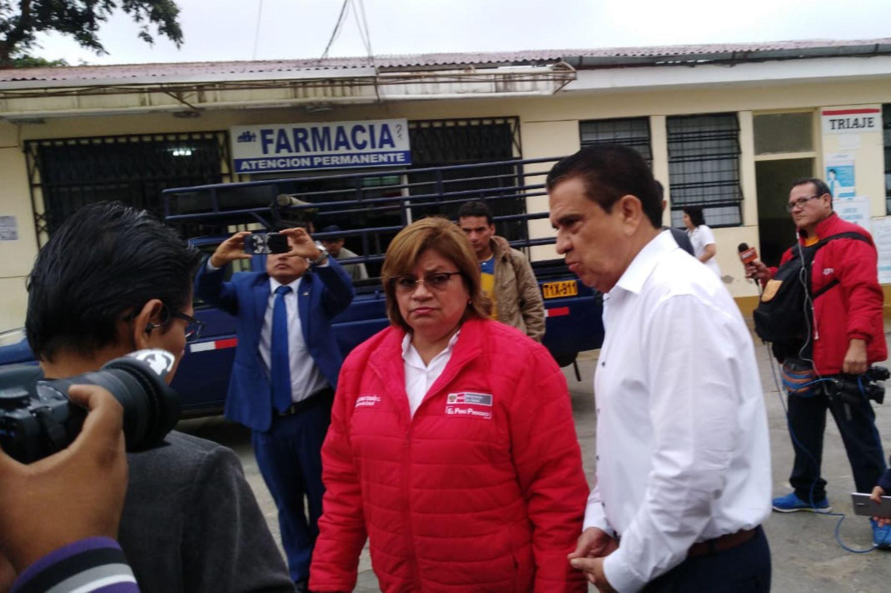 Ministra de Salud, Zulema Tomás, visita hospitales de Trujillo y entrega medicamentos para reforzar lucha contra el síndrome Guillain Barré. ANDINA/Luis Puell