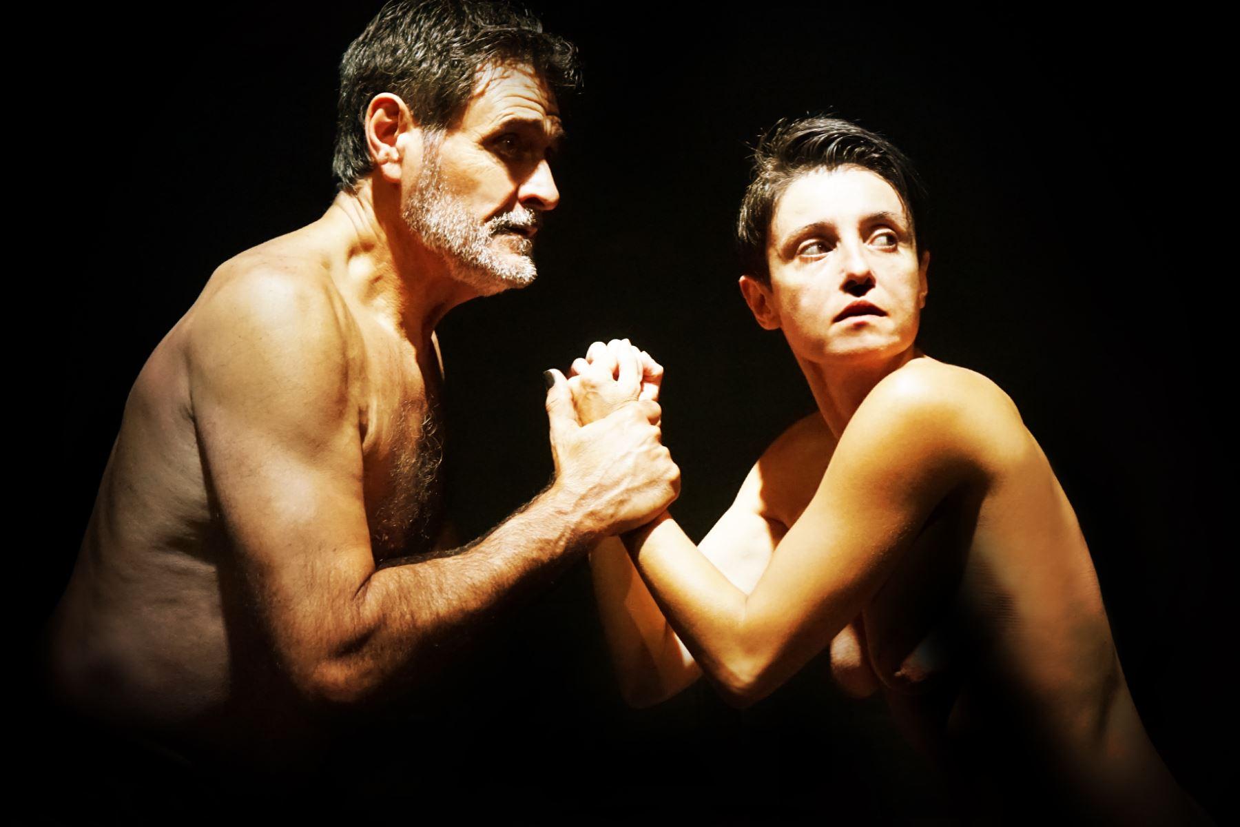 """Escena de obra de teatro sobre comunidad LGBTIQ """"Millones de segundos"""""""