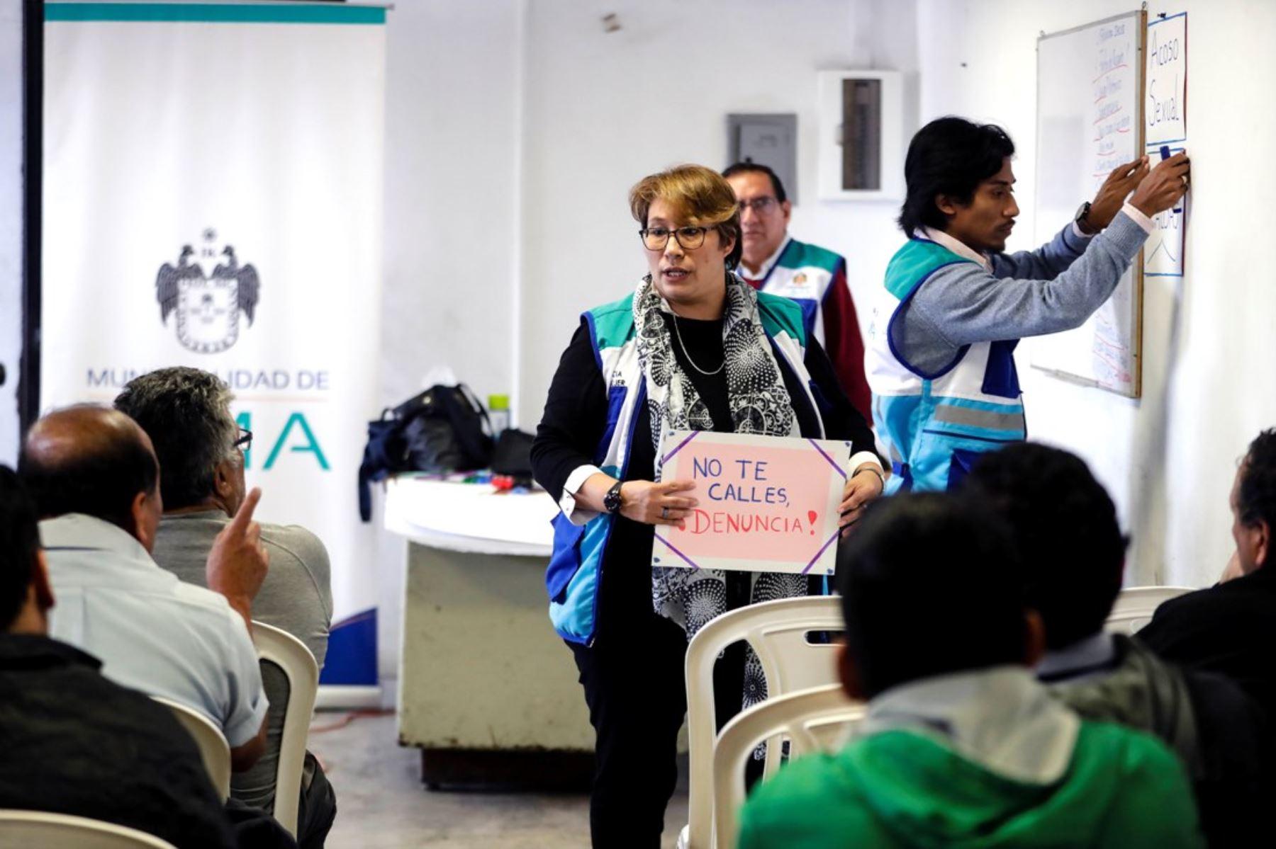 Capacitan a conductores del Corredor Azul para evitar el acoso sexual. Foto: ANDINA/Muni Lima.