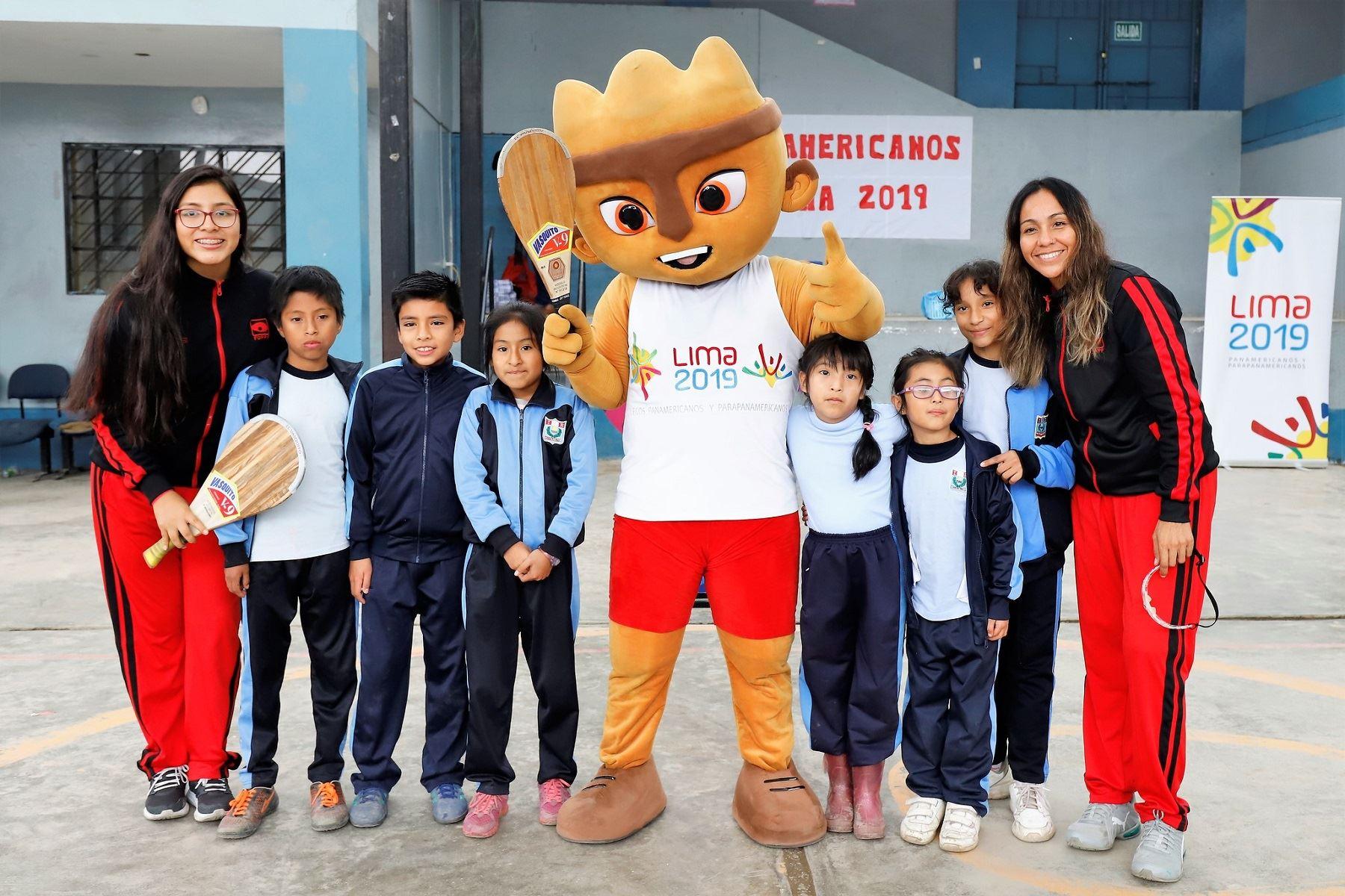 Escolares conocieron a deportistas peruanas de pelota vasca. Foto: Lima 2019.