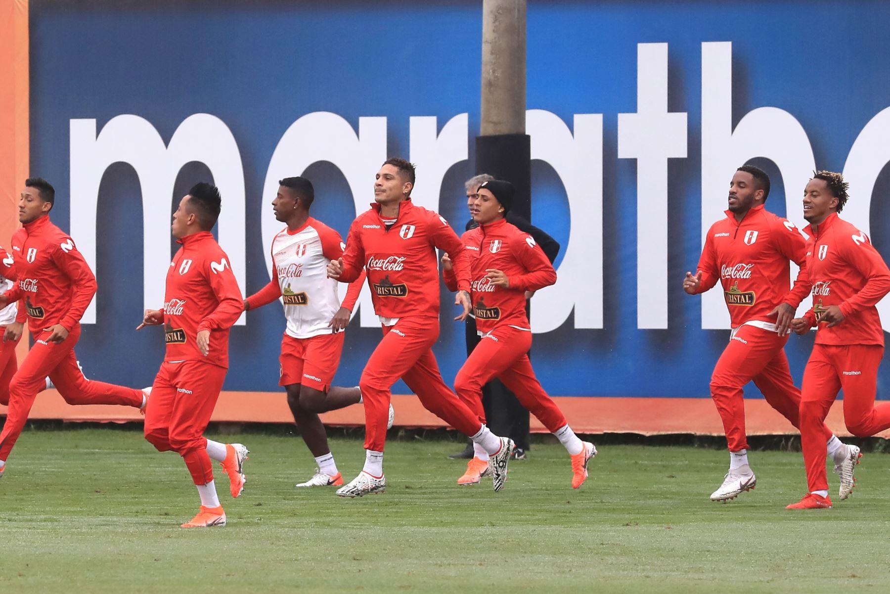 Último entrenamiento de la selección nacional antes de su partida a Brasil para participar en la Copa América.  Foto: ANDINA/Juan Carlos Guzmán Negrini.