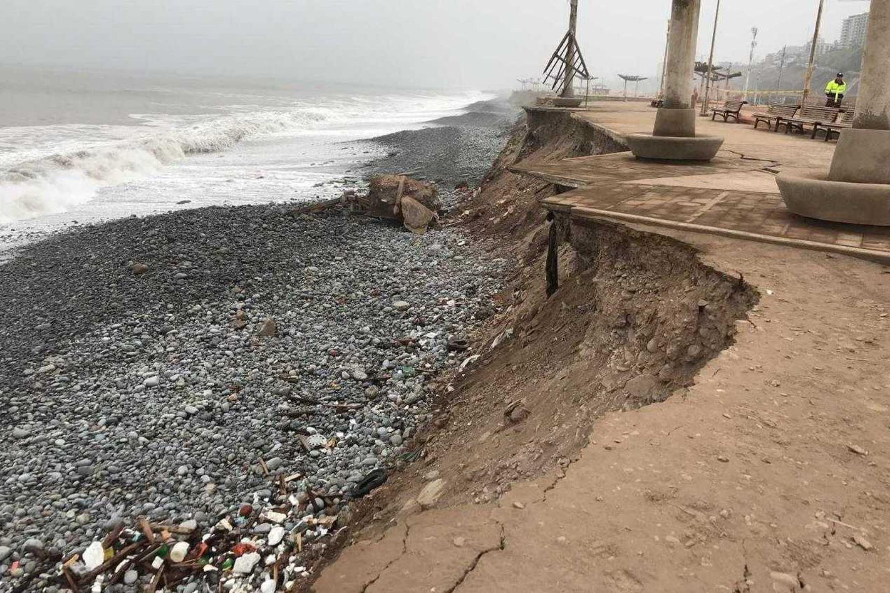 Malecón de la Costa Verde de Magdalena del Mar fue afectada por el oleaje. Foto: ANDINA/Difusión.