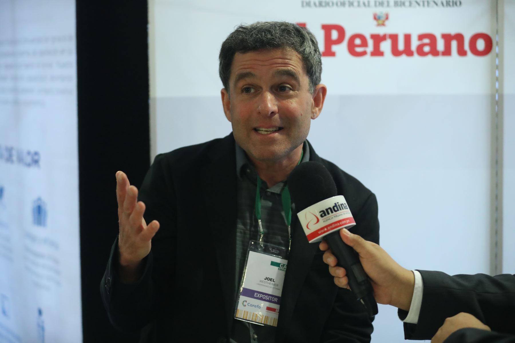 Profesor Joel Westgeimer.Foto:  ANDINA/Melina Mejía