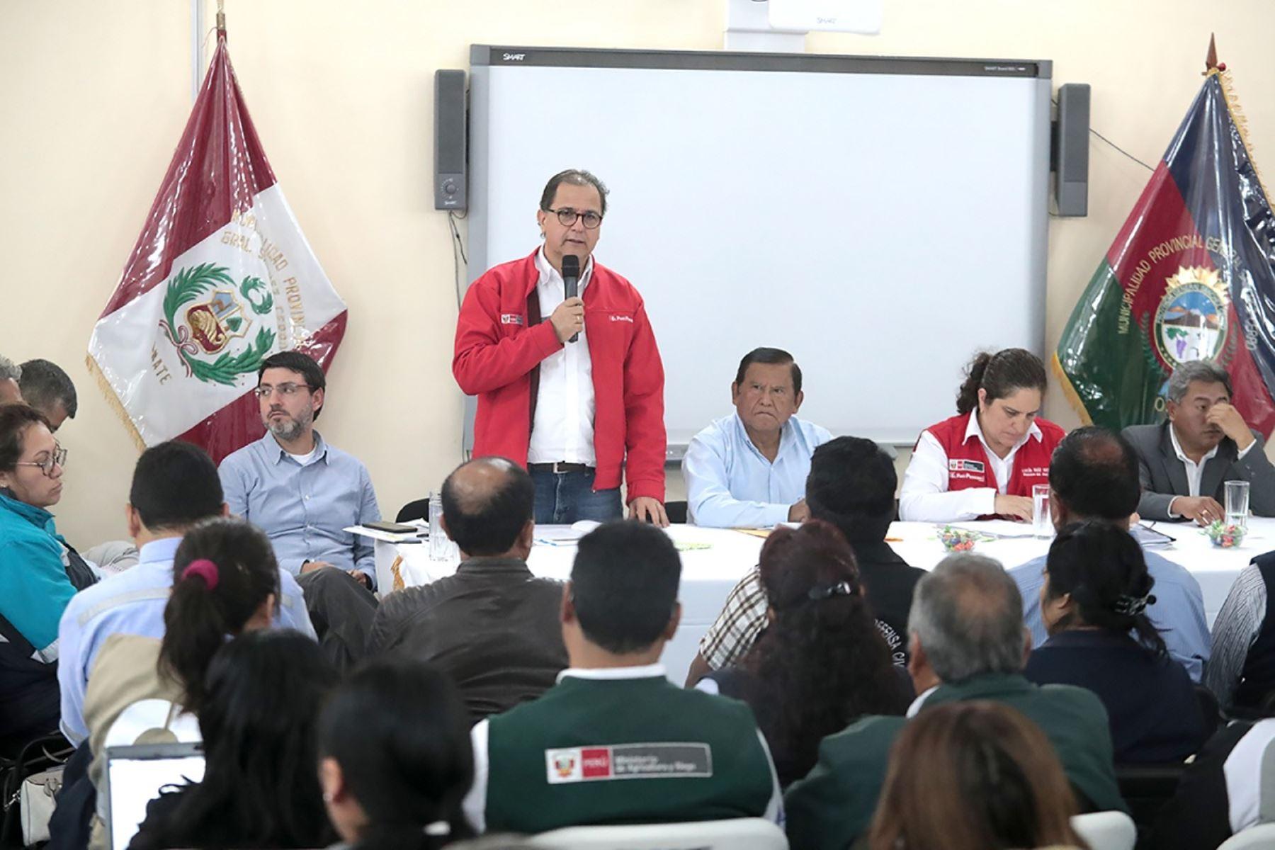Ministro de Energía y Minas,  Francisco Ísmodes visita el distrito de Omate, región Moquegua. Foto: Cortesía.