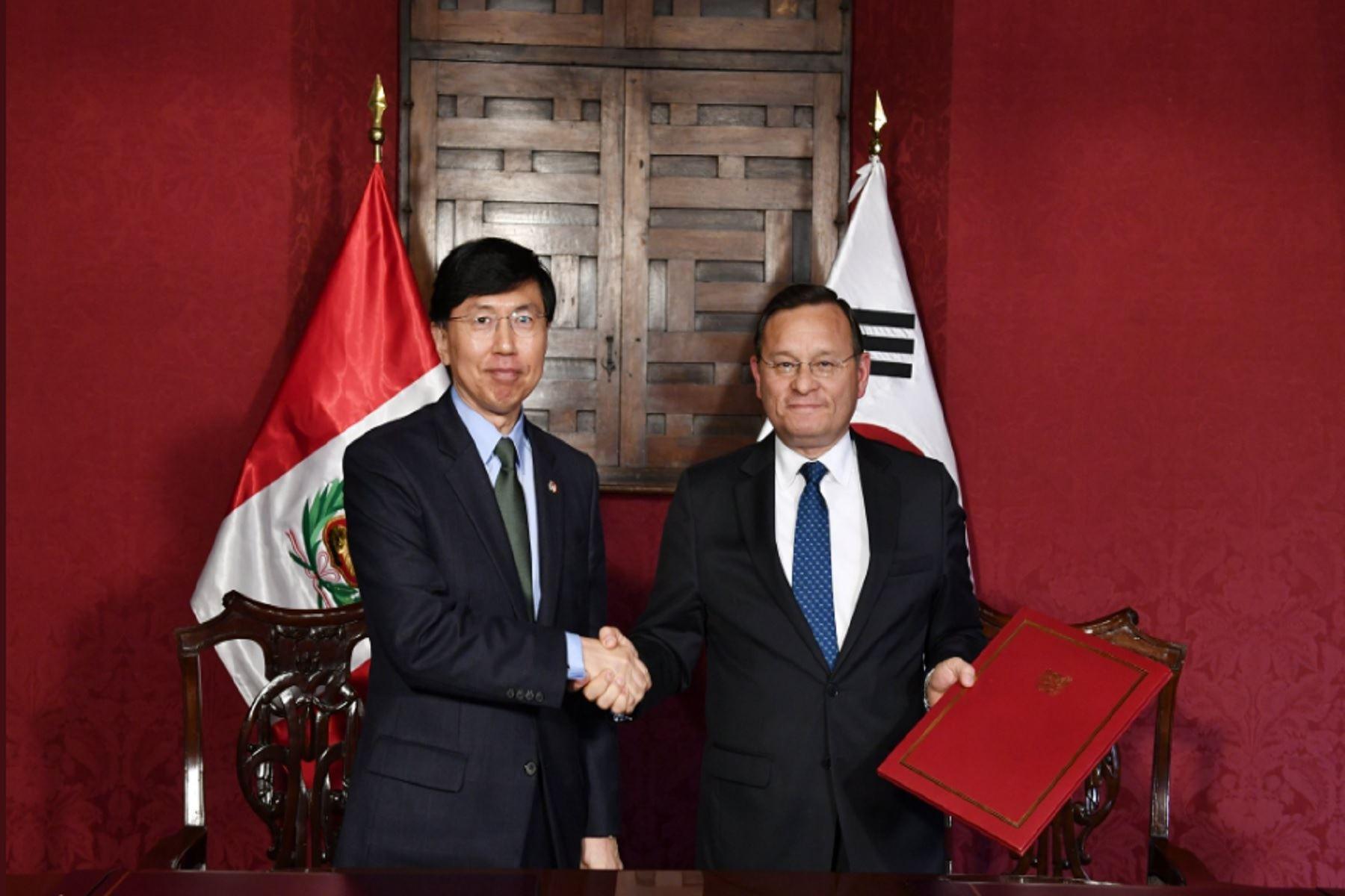 Perú y Corea suscriben acuerdo de donación para implementar primer módulo de atención al migrante.