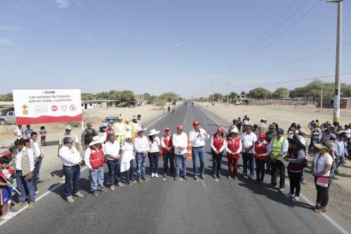 Vizcarra supervisó la puesta en funcionamiento de las obras de rehabilitación de la carretera Piura – La Obrilla.