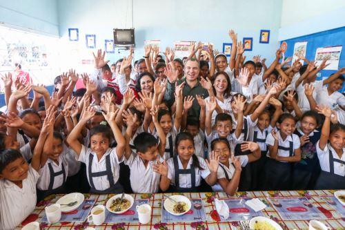 """Qali Warma programa brinda atención alimentaria  en IE """"Virgen de las Mercedes"""", en Iquitos"""