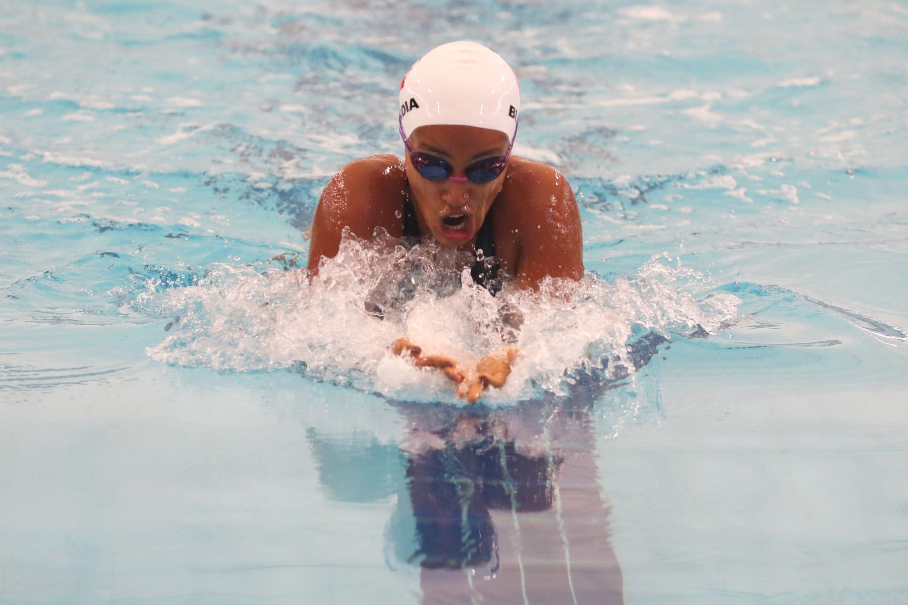 Adriana Buendia de Perú participa en la carrera de 200m pecho en el Torneo Copa Pacífico de Natación 2019. Foto: ANDINA/Melina Mejía