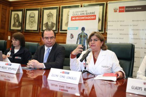 conferencia de prensa para informar sobre el síndrome de Guillain-Barré