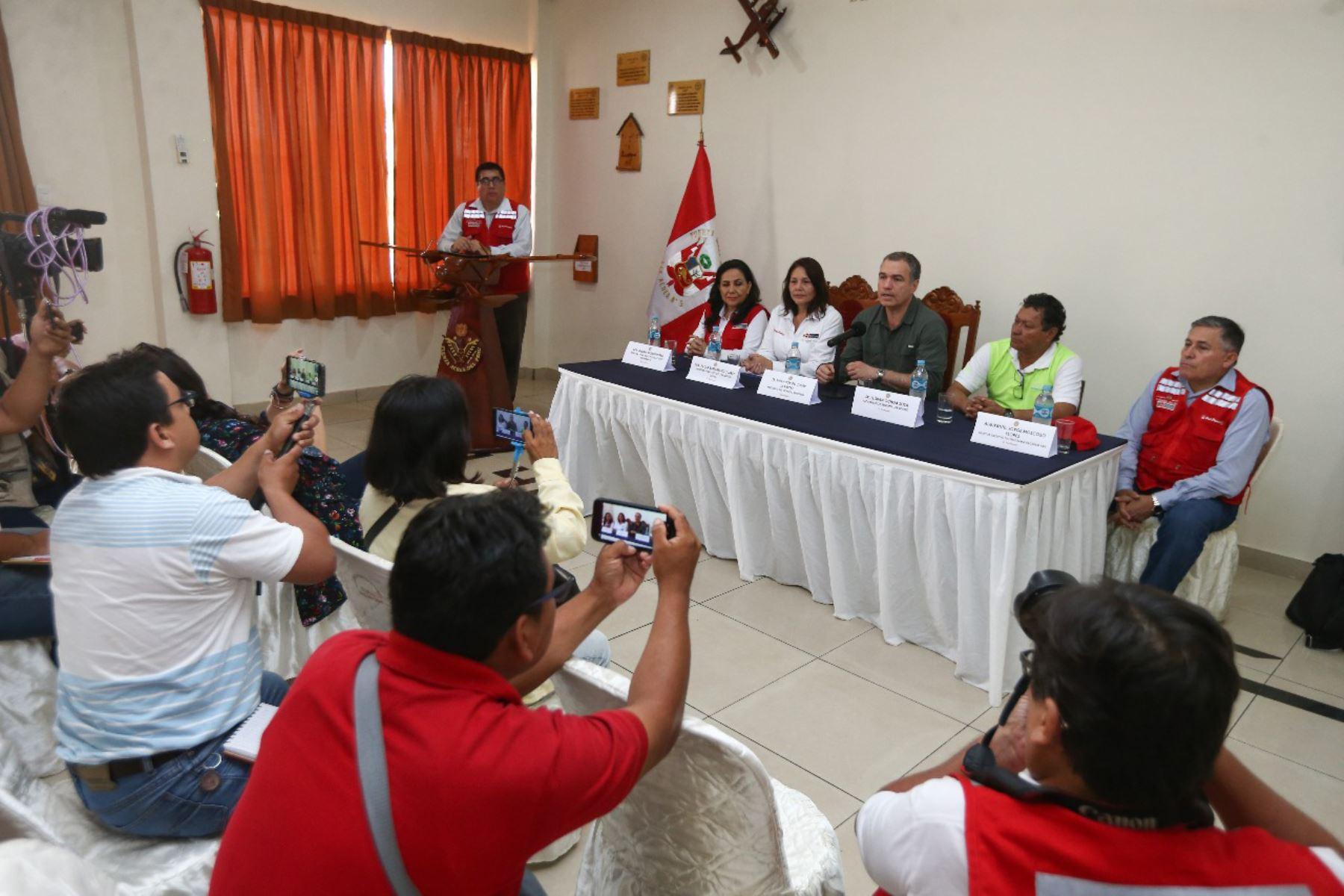 """El presidente del Consejo de Ministros, Salvador del Solar, supervisó la atención que brinda el programa Qali Warma en la institución educativa """"Virgen de las Mercedes"""", en Iquitos.Foto: ANDINA/PCM"""