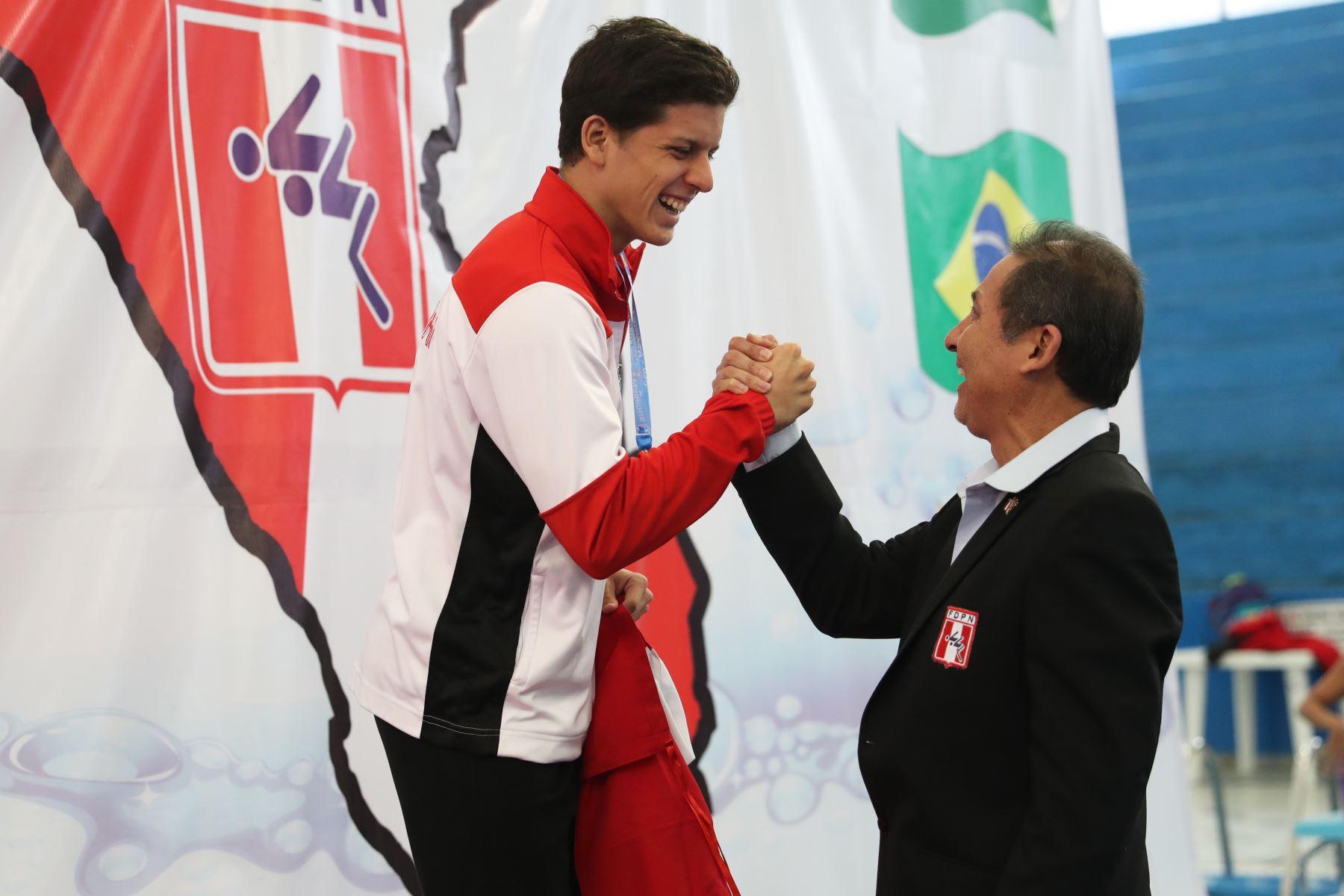 Ricardo Espinoza de Perú obtiene medalla de  bronce, en  competencia de  200m pecho en el Torneo Copa Pacífico de Natación 2019. Foto: ANDINA/Melina Mejía