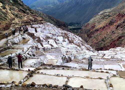 Turistas apreciarán impresionantes salineras de Maras, en Cusco desde un mirador. Foto: ANDINA/Difusión.