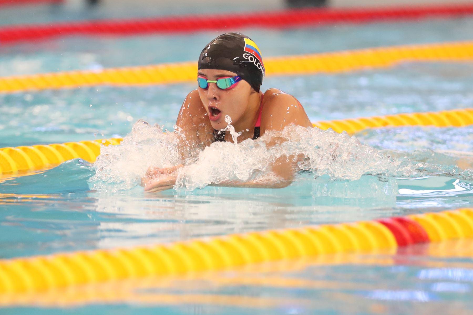 Jimena Leguizamon de Colombia durante su participación  en la competencia de  200m pecho en el Torneo Copa Pacífico de Natación 2019. Foto: ANDINA/Melina Mejía