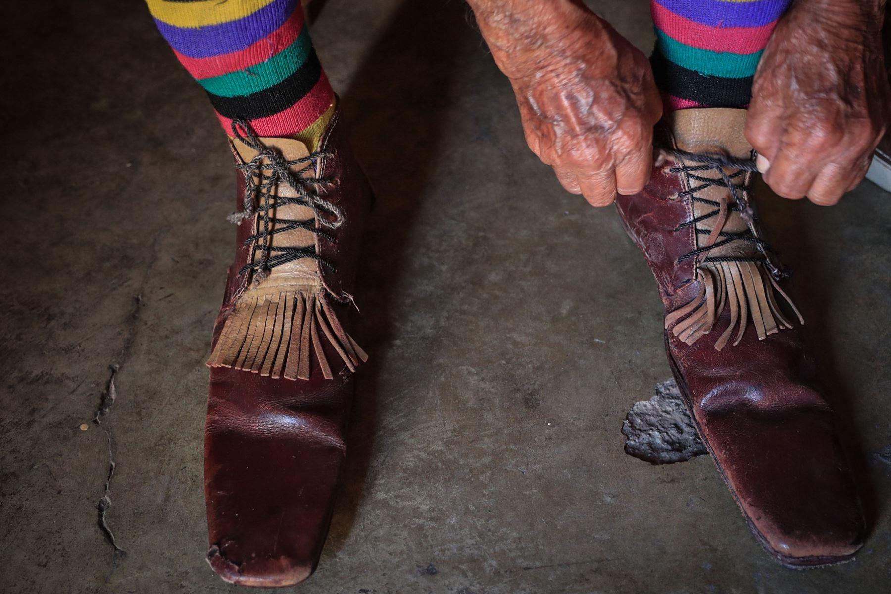 Tiene 95 años de vida y ha pasado 91 de ellos haciendo reír en la carpa de un circo. Pitito es el payaso más viejo del mundo en actividad. Foto: ANDINA/ Carlos Lezama