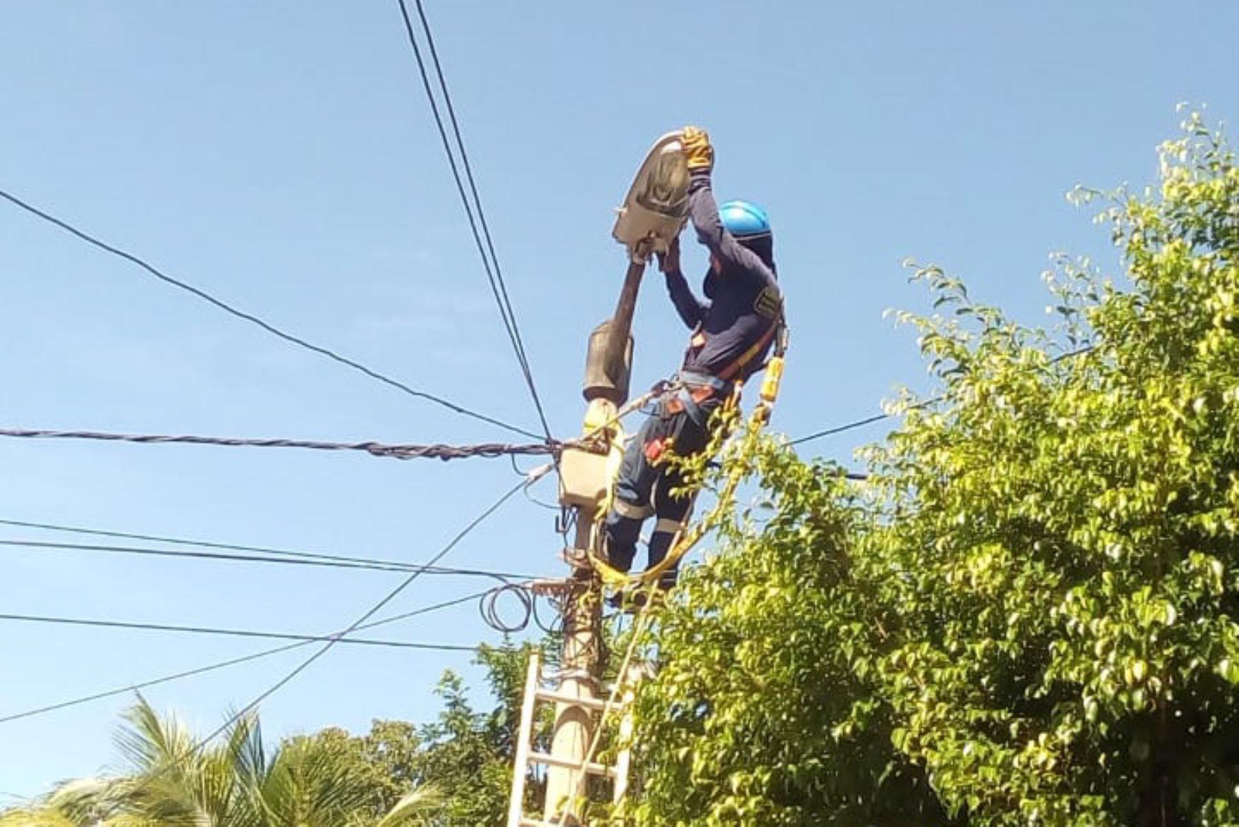 Las calles de diversos sectores de la ciudad de Moyobamba, en la región San Martín, lucen mejor iluminadas y más seguras gracias a los trabajos de mantenimiento y mejora del alumbrado público que realiza la empresa Electro Oriente. ANDINA/Difusión