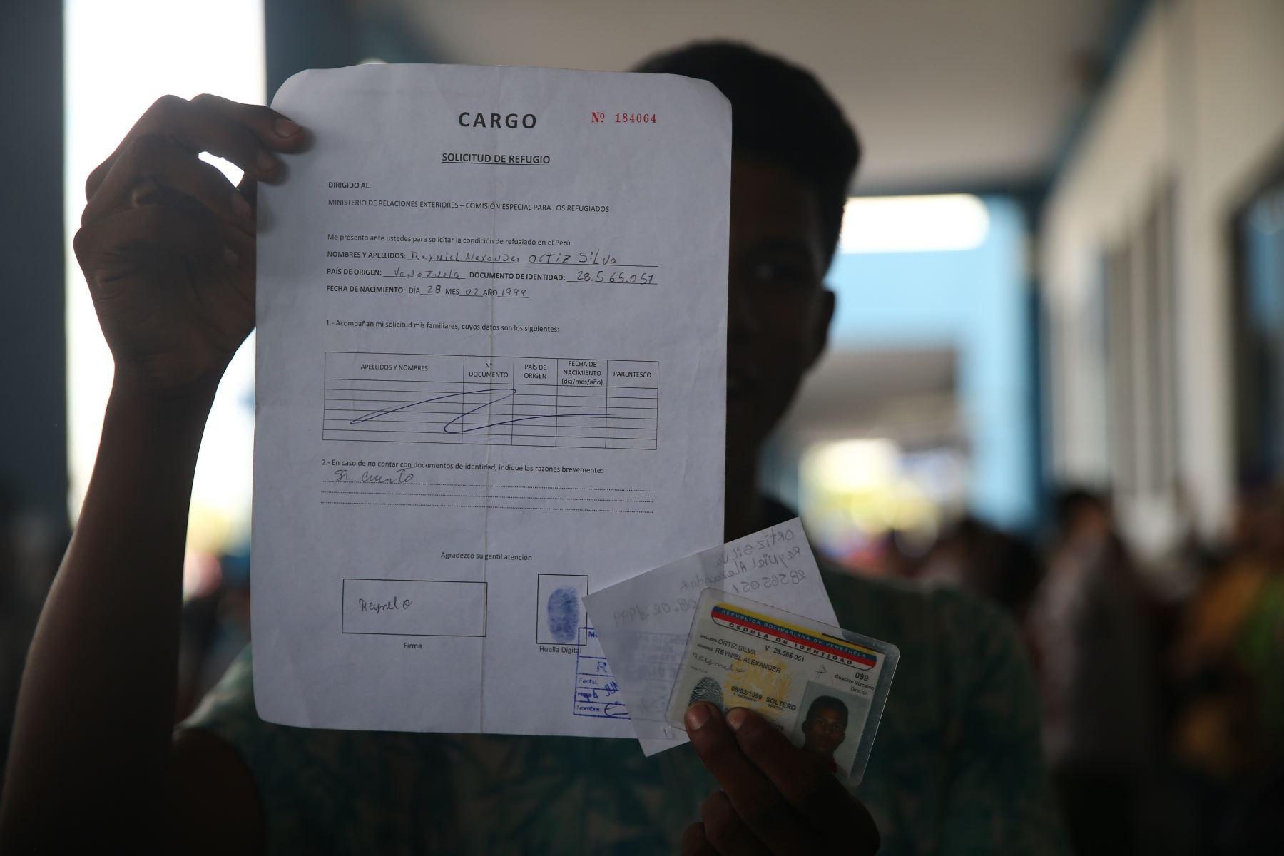 Migraciones ratificó que a partir de las 00:00 horas, de hoy se implementará la medida dictada por el Gobierno peruano para admitir el ingreso al país de ciudadanos venezolanos solo con pasaporte y la visa respectiva. Foto: ANDINA/Luis Iparraguirre