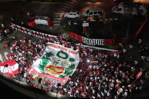 Selección peruana recibió el aliento de La Mejor Hinchada del Mundo en Porto Alegre