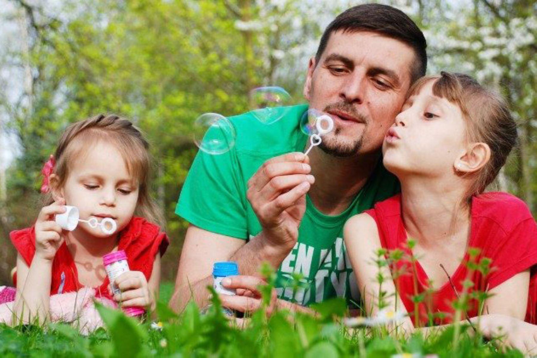 El mejor papá es el que sabe comunicarse con sus hijos y establece el principio de autoridad. Foto: INTERNET/Medios