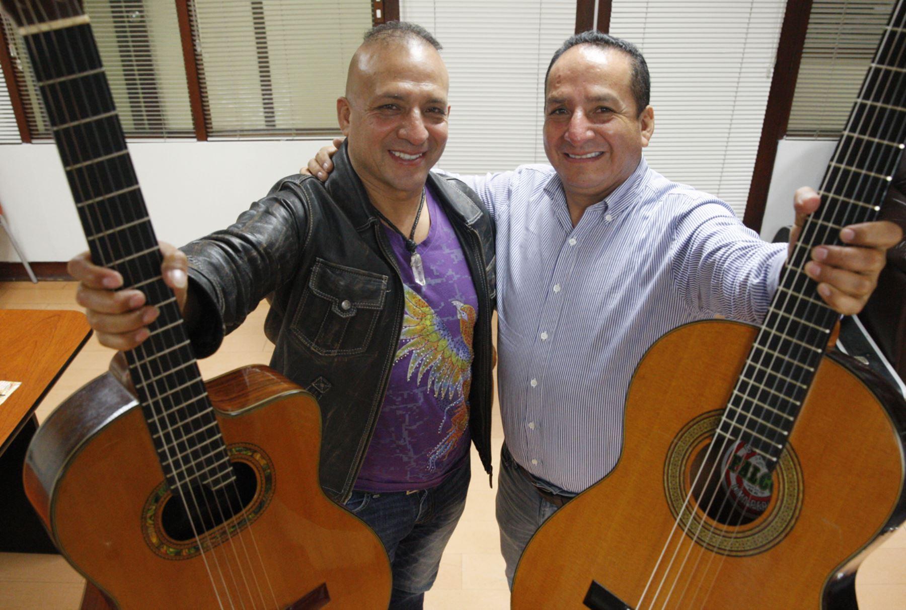 Dúo musical hermanos Gaitán Castro.  Foto: ANDINA/Eddy Ramos.