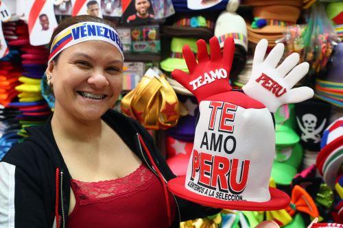Hinchas peruanos alientan a su selección previo al partido entre Perú vs Venezuela por la Copa América