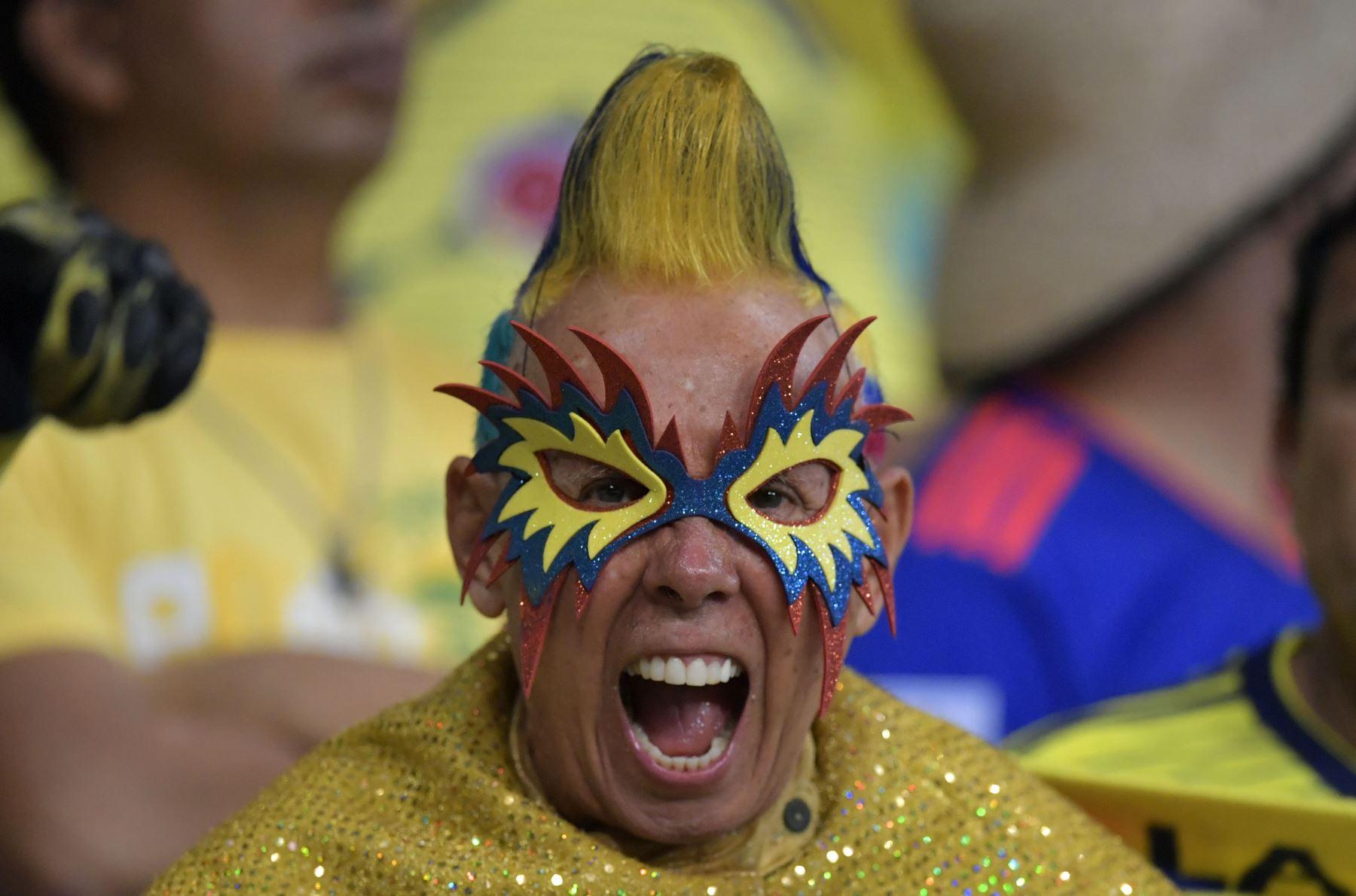 Un fanático de Colombia aplaude antes del inicio del partido de la Copa América en el torneo de fútbol contra Argentina en el Fonte Nova Arena en Salvador, Brasil. Foto: AFP