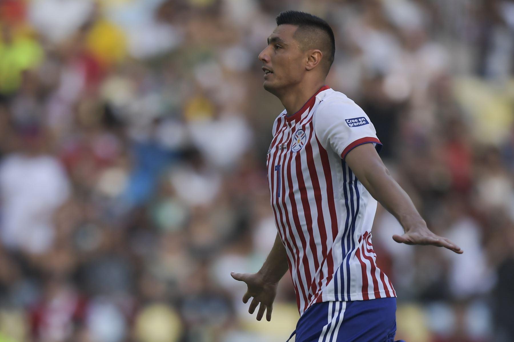 Oscar Cardozo de Paraguay celebra después de anotar contra Qatar durante su partido de torneo de fútbol de Copa América en el estadio Maracana en Río de Janeiro, Brasil. Foto.AFP