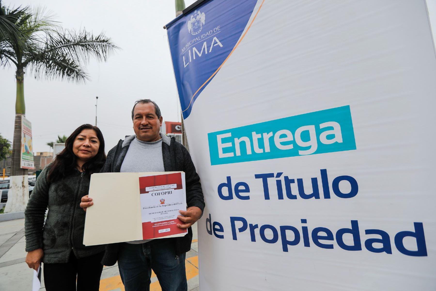 Municipalidad de Lima entrega títulos de propiedad. Foto: Andina/Difusión